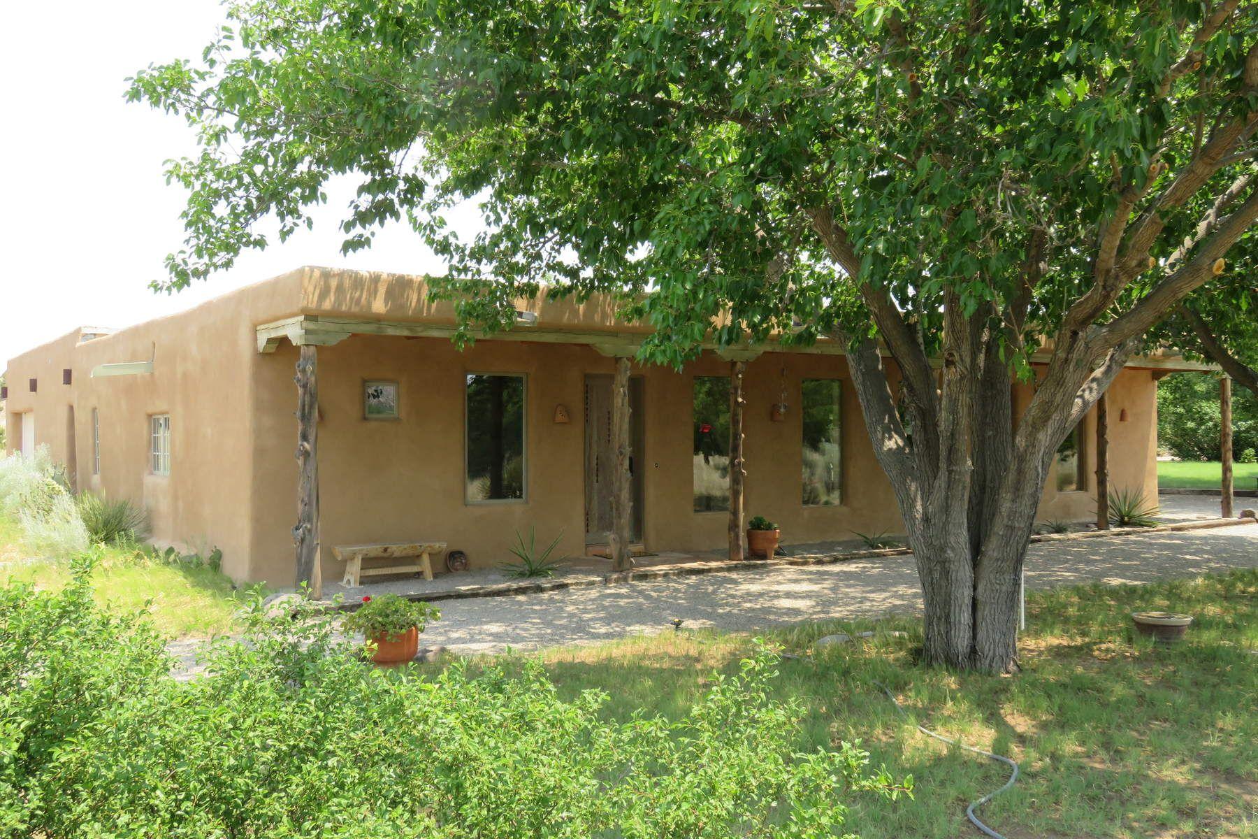 独户住宅 为 销售 在 143 County Road 142 Medanales, 新墨西哥州, 87548 美国