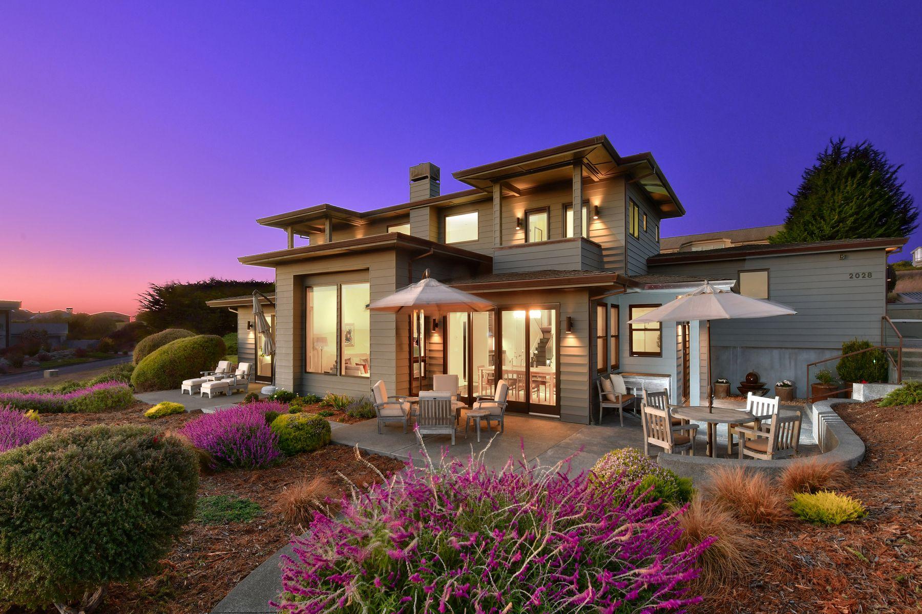 Casa Unifamiliar por un Venta en Understated Elegance, Unassuming Stature 2028 Sea Way Bodega Bay, California 94923 Estados Unidos