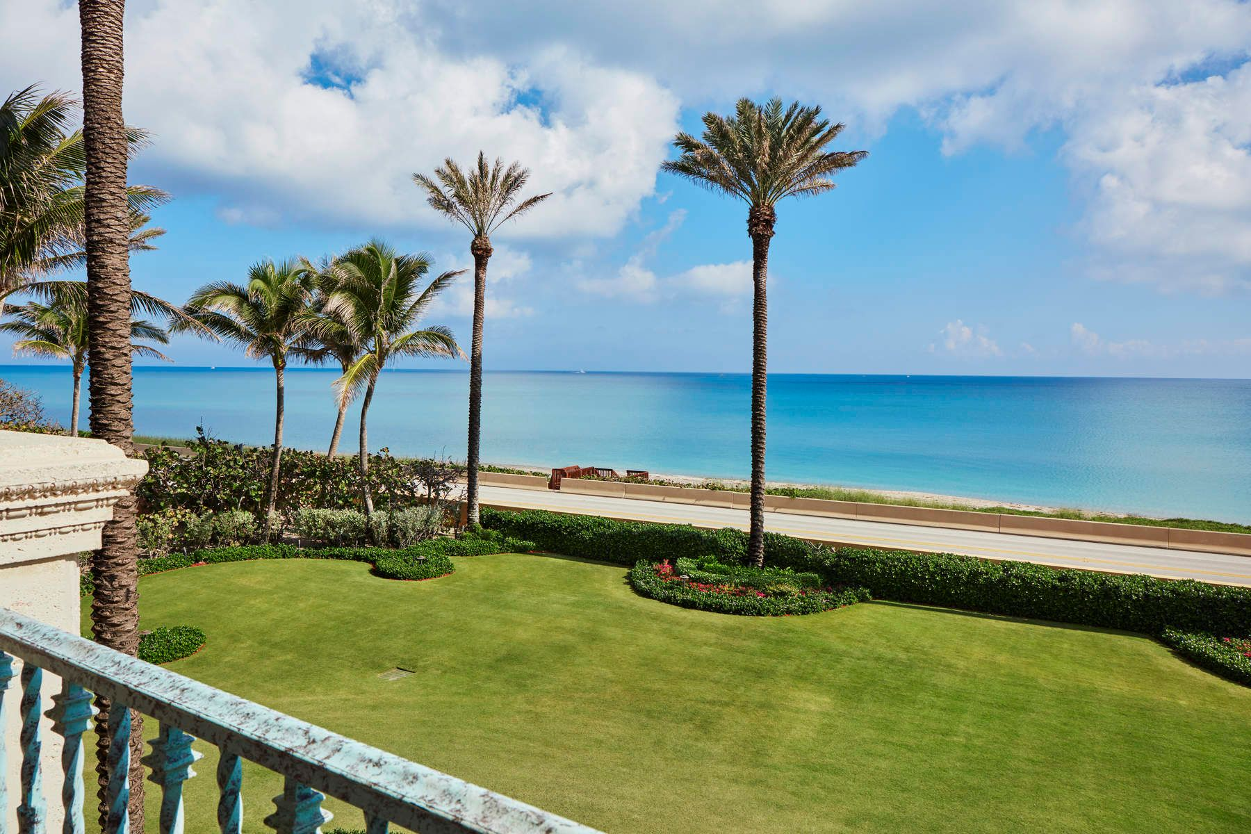 Additional photo for property listing at Magnificent Ocean-to-Lake Mediterranean 1960 S Ocean Blvd Palm Beach, Florida 33480 United States