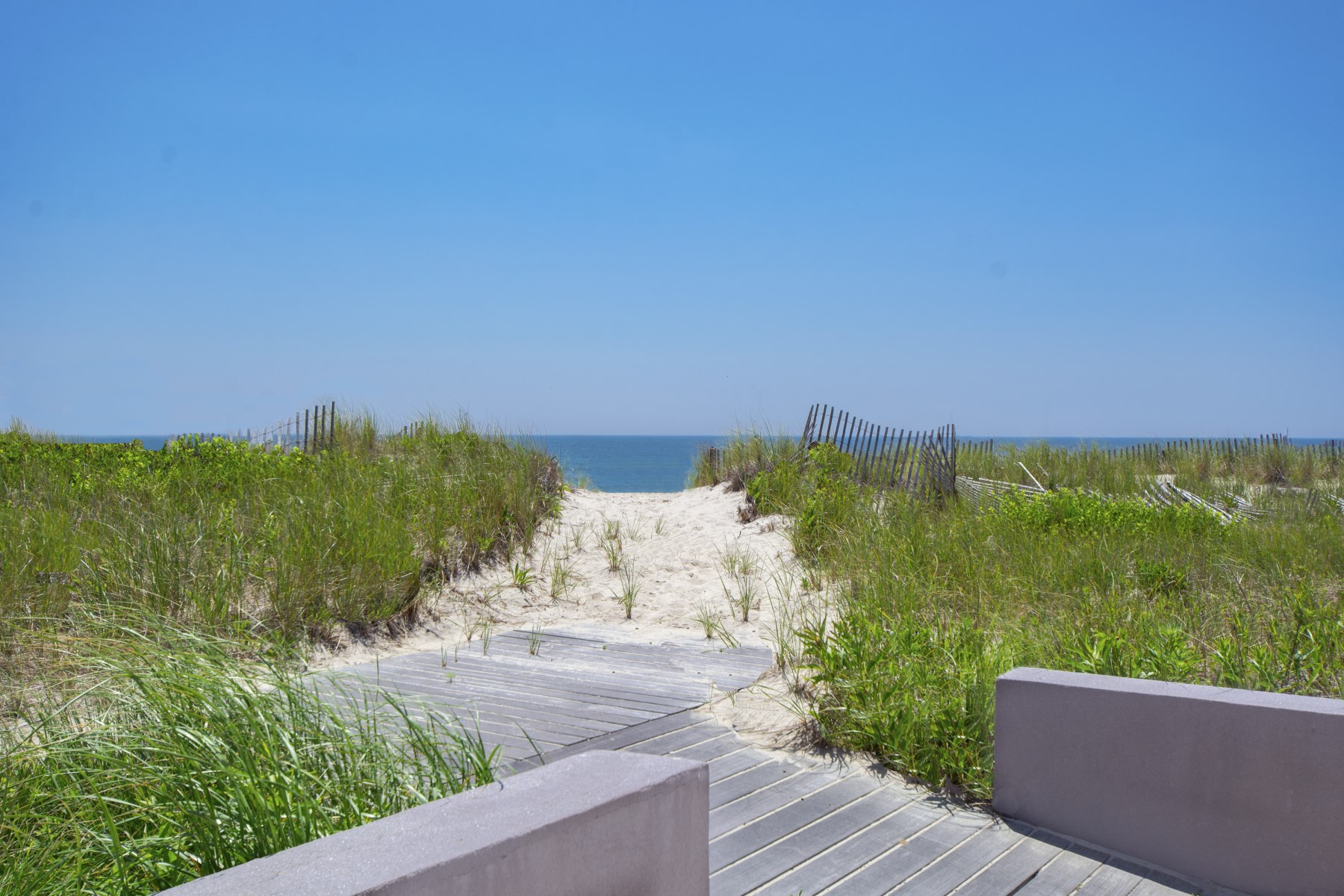 Additional photo for property listing at Meadow Lane Oceanfront Like No Other  Southampton, New York 11968 États-Unis
