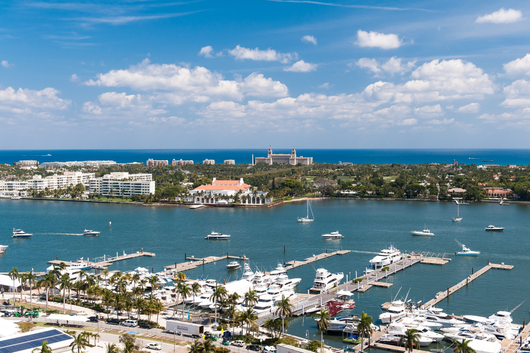 Кондоминиум для того Продажа на Luxury Apartment with Spectacular Views 201 S Narcissus Ave Apt 1104 West Palm Beach, Флорида, 33401 Соединенные Штаты