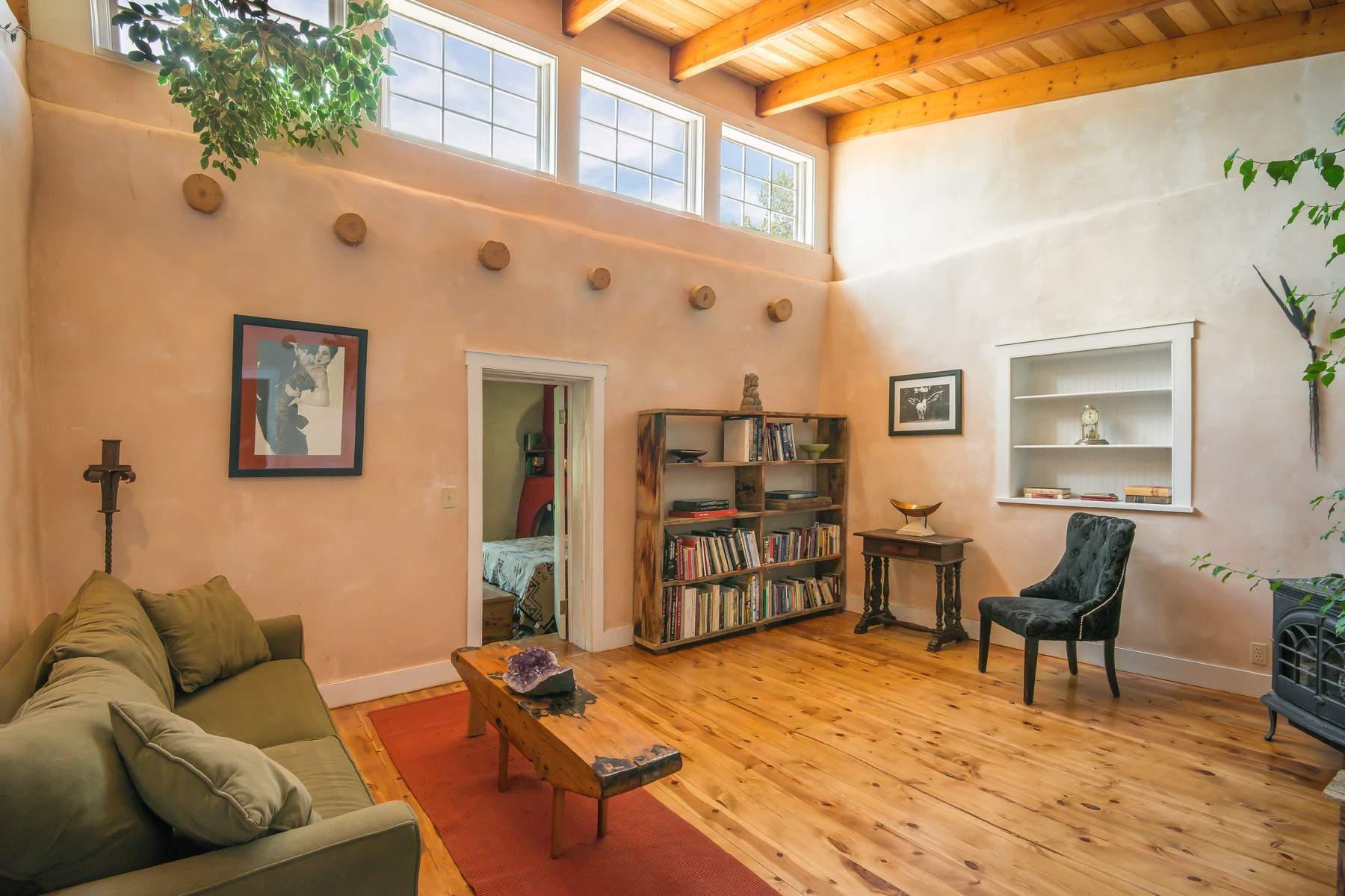 独户住宅 为 销售 在 5-C La Otra Vanda 加里斯特奥, 新墨西哥州, 87504 美国