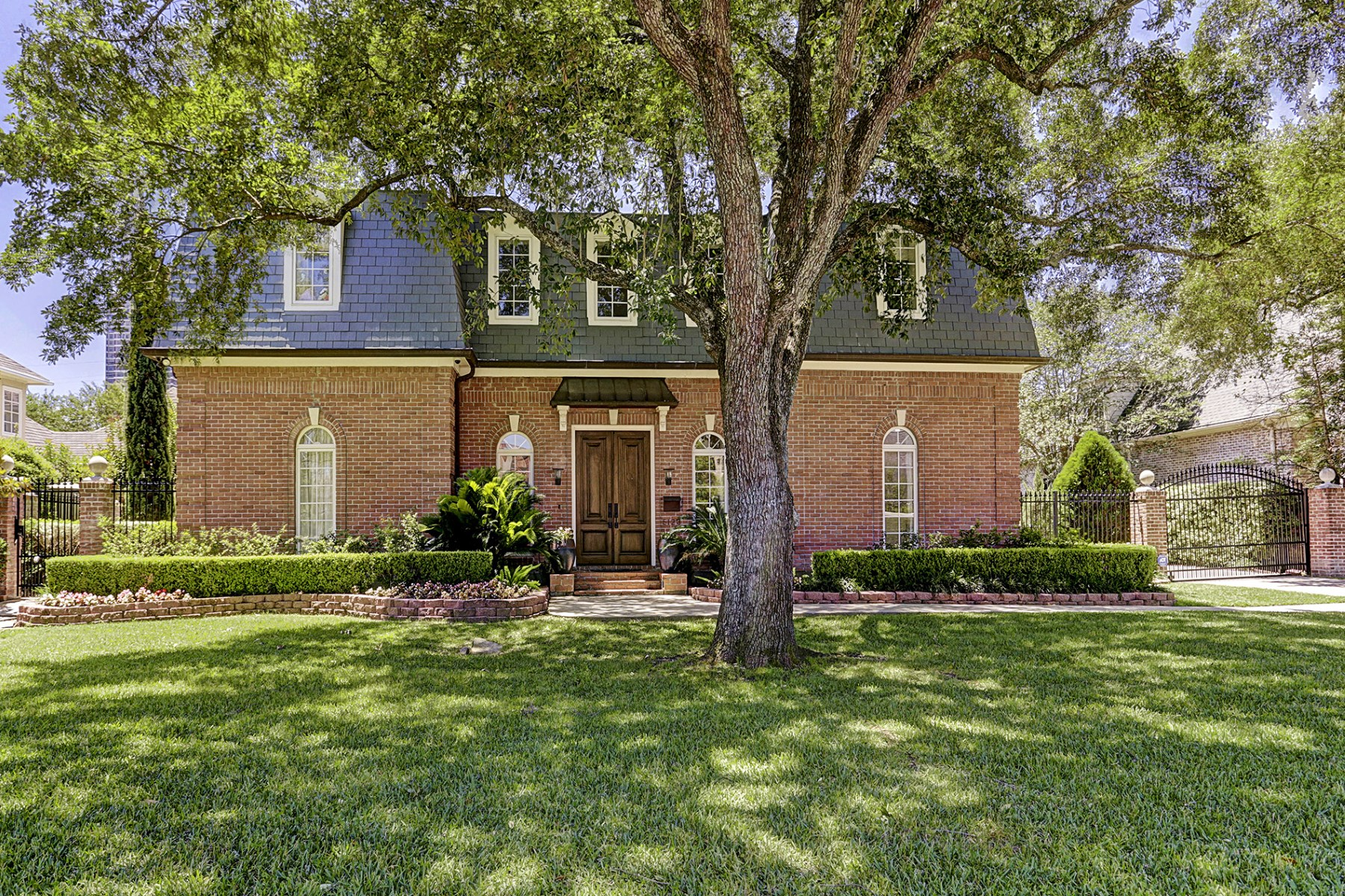 واحد منزل الأسرة للـ Sale في 5123 Longmont Drive Tanglewood, Houston, Texas, 77056 United States