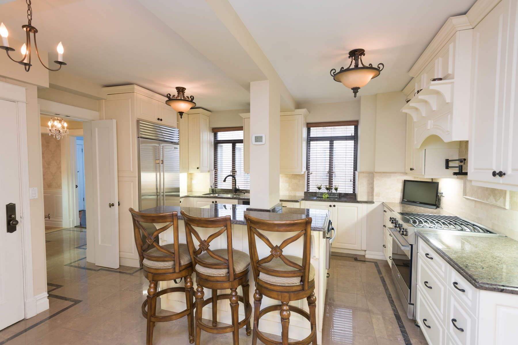 Cooperativa para Venda às Light-Filled Living on Sutton Pl South 2 Sutton Place South Apt 8DS, Sutton Place, New York, Nova York, 10022 Estados Unidos