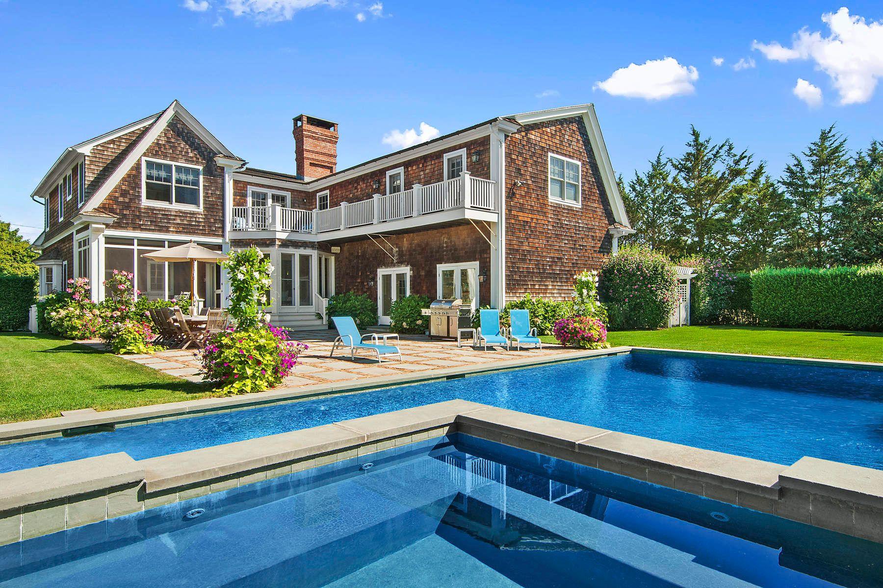 独户住宅 为 销售 在 On The Edge Of Southampton Village 66 Wiltshire Street, 南安普敦, 纽约州, 11968 美国