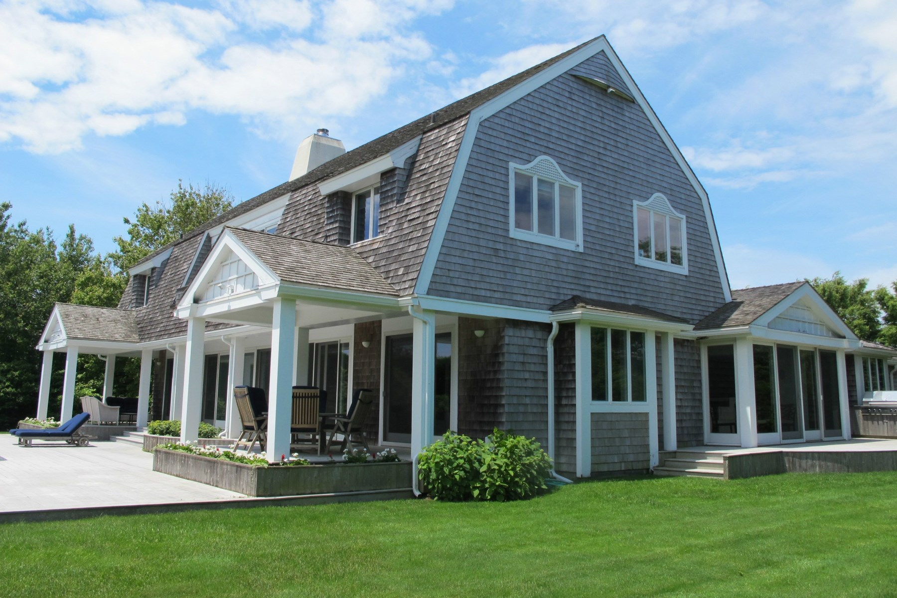 Additional photo for property listing at Near Mecox Bay - Water Mill 39 Bay Ln Water Mill, New York 11976 United States