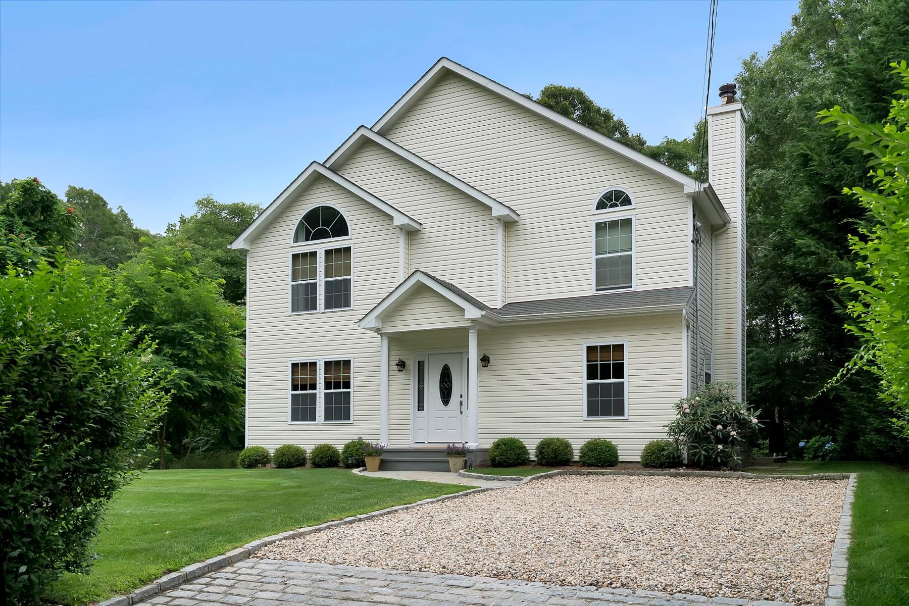 Casa para uma família para Locação às Beach House, Just Listed! 32 Cove Road North Southampton, Nova York, 11968 Estados Unidos