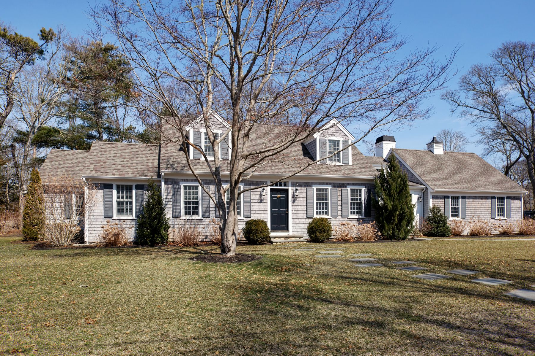 Single Family Home for Active at 175 Wianno Circle, Osterville 175 Wianno Circle Osterville, Massachusetts 02655 United States