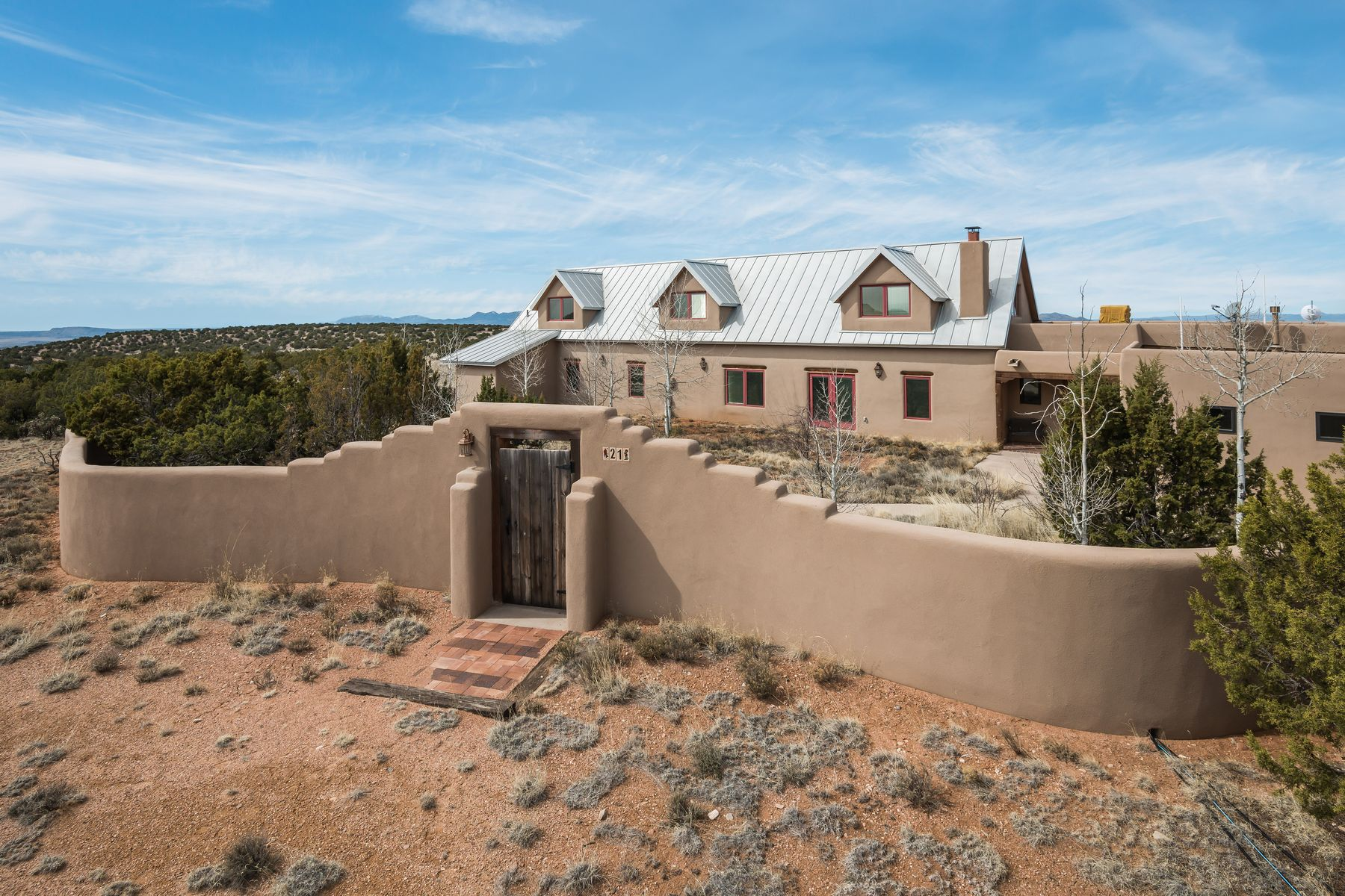 Single Family Homes pour l Vente à Lamy, Nouveau-Mexique 87540 États-Unis