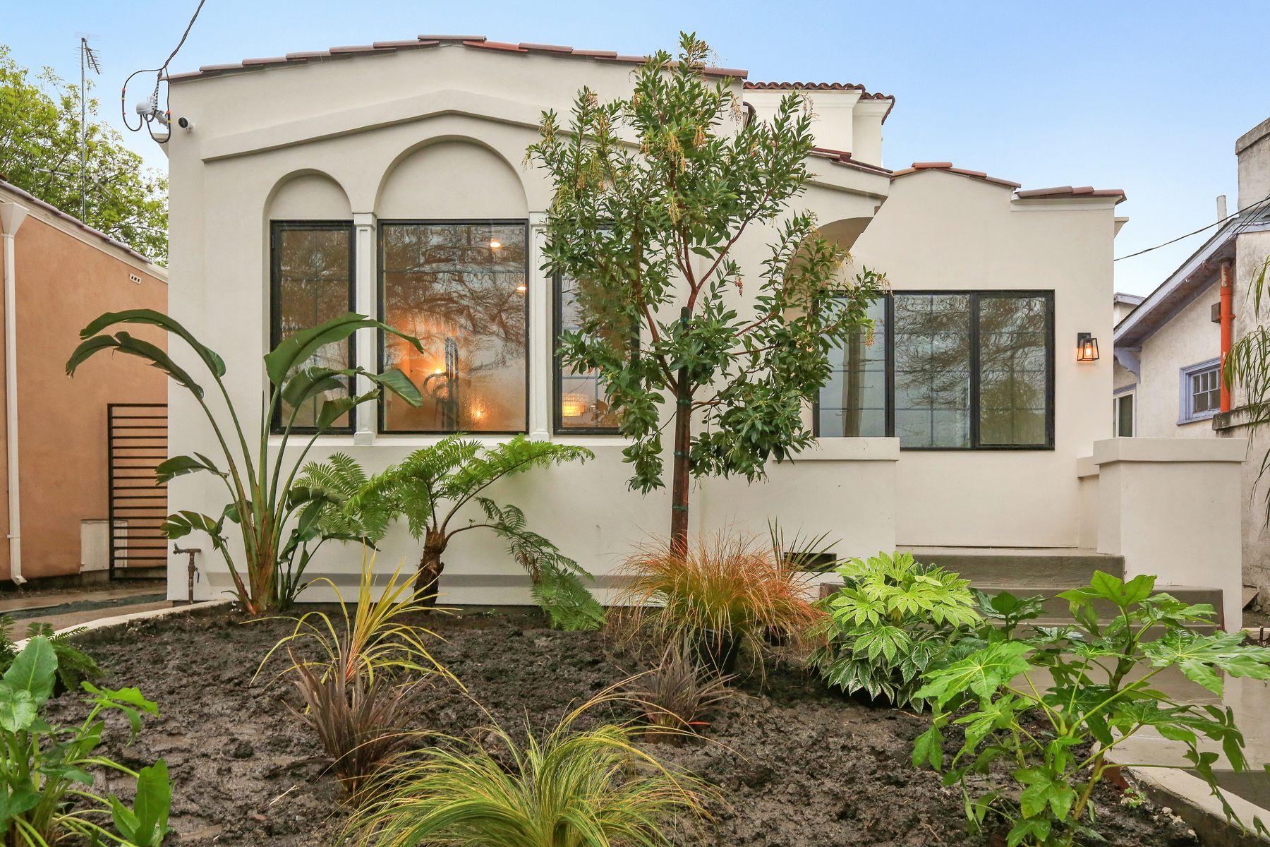 Casa Unifamiliar por un Venta en 21st-Century Villa + Guest House 627 59th St Oakland, California 94609 Estados Unidos