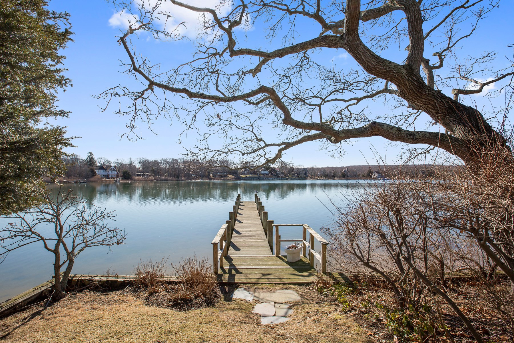 Additional photo for property listing at Sag Harbor, Almost its Own Island  Sag Harbor, New York 11963 United States