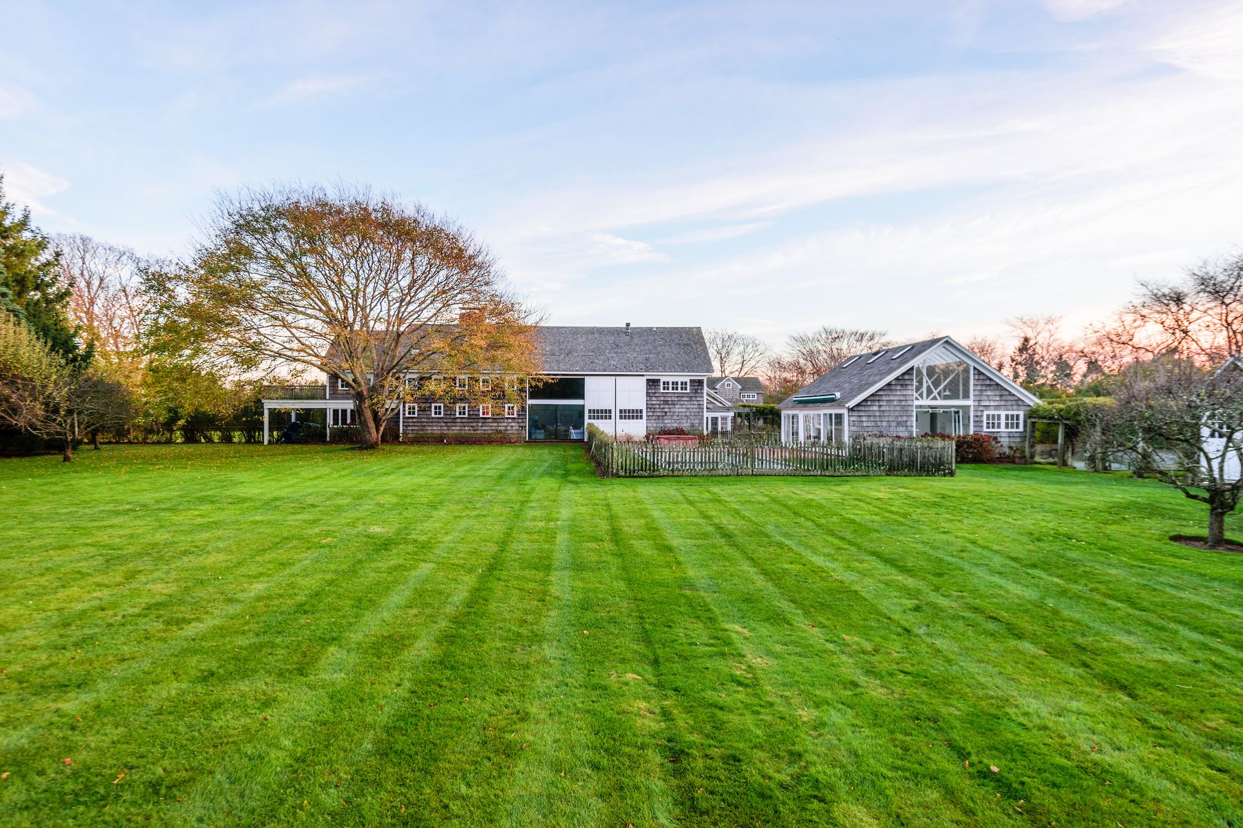 Single Family Homes för Försäljning vid SAGAPONACK SOUTH 4+ ACRE COMPOUND 544 Hedges Lane, Sagaponack, New York 11962 Förenta staterna
