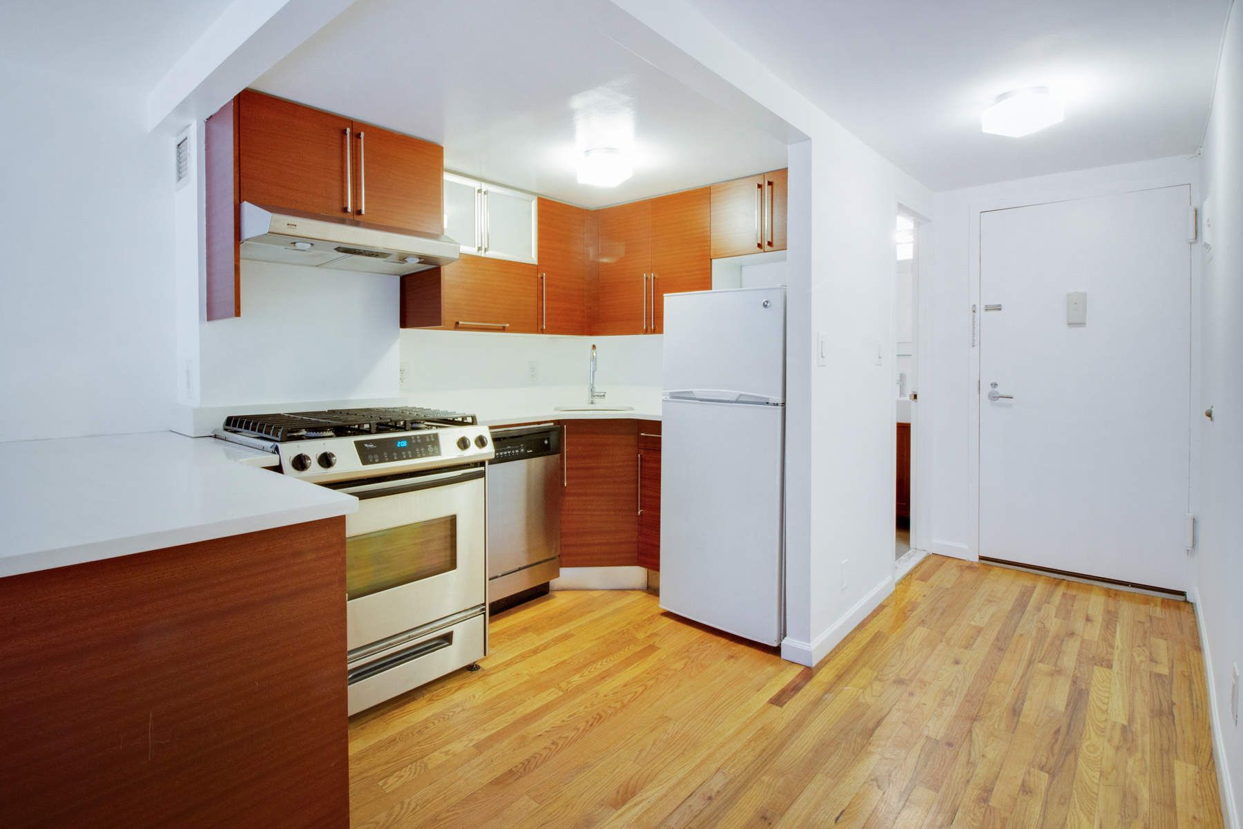 Additional photo for property listing at 184 Thompson Street, Apt. 2D 184 Thompson Street Apt 2D New York, New York 10012 United States