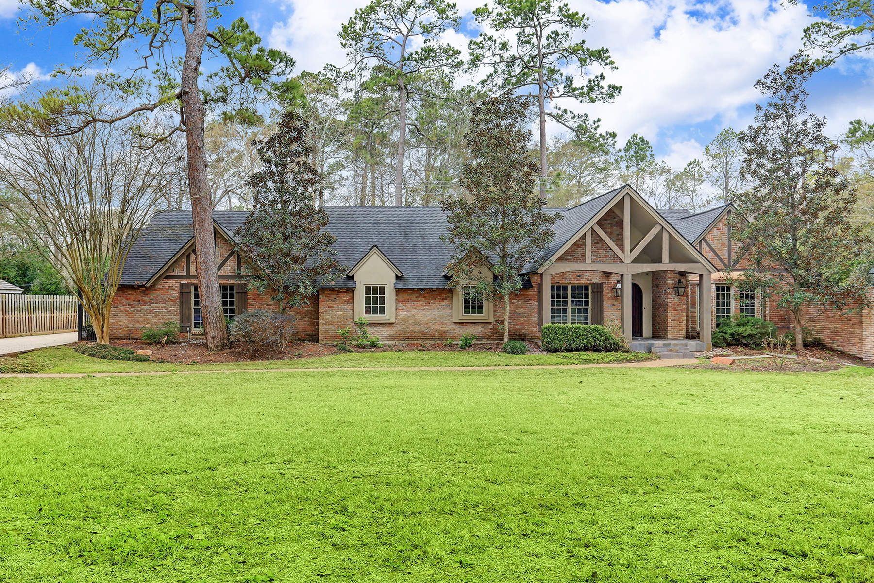 独户住宅 为 销售 在 111 Paul Revere Drive Memorial, 休斯顿, 得克萨斯州, 77024 美国
