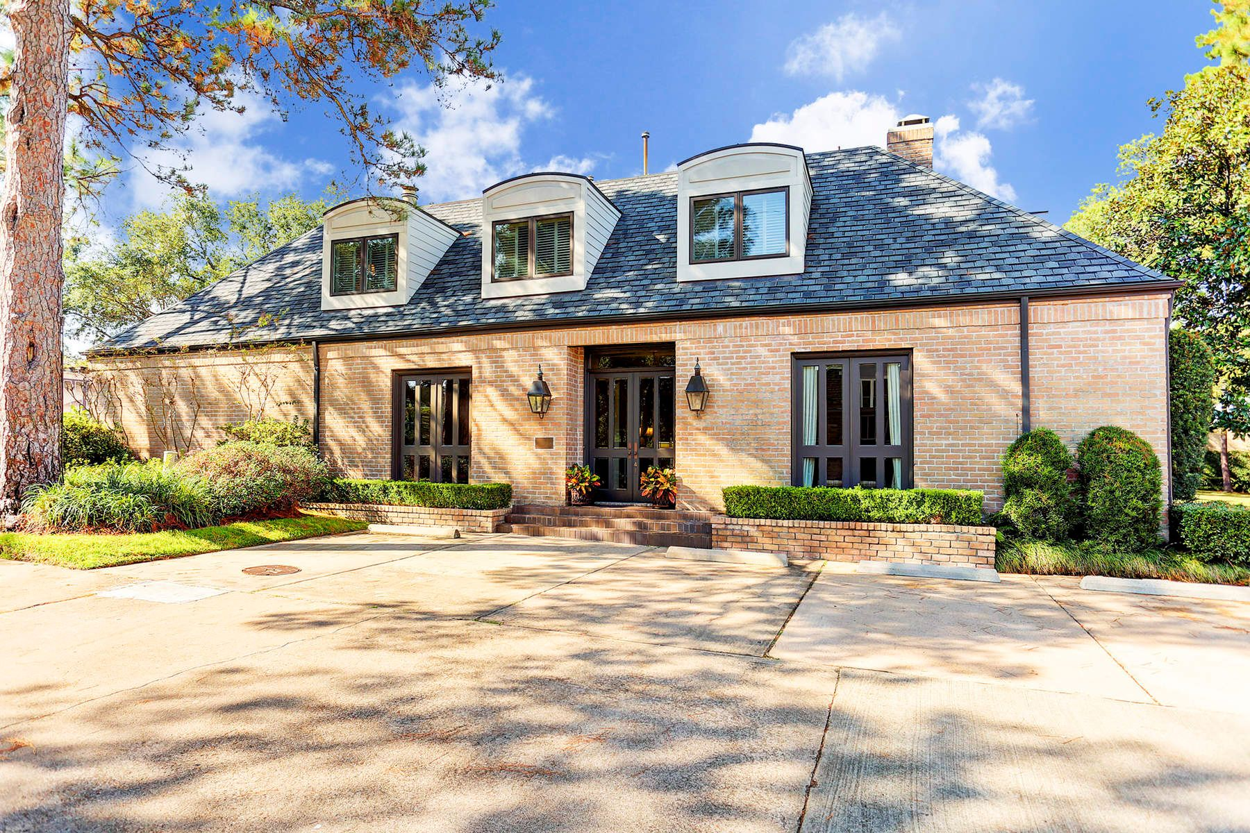 Single Family Home for Sale at 10 South Briar Hollow Lane 10 South Briar Hollow Lane Unit 41, Houston, Texas, 77027 United States