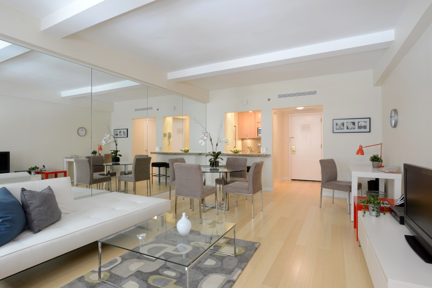 Condominio por un Alquiler en 160 Central Park South Apt 460 160 Central Park South Apt 460 New York, Nueva York 10019 Estados Unidos