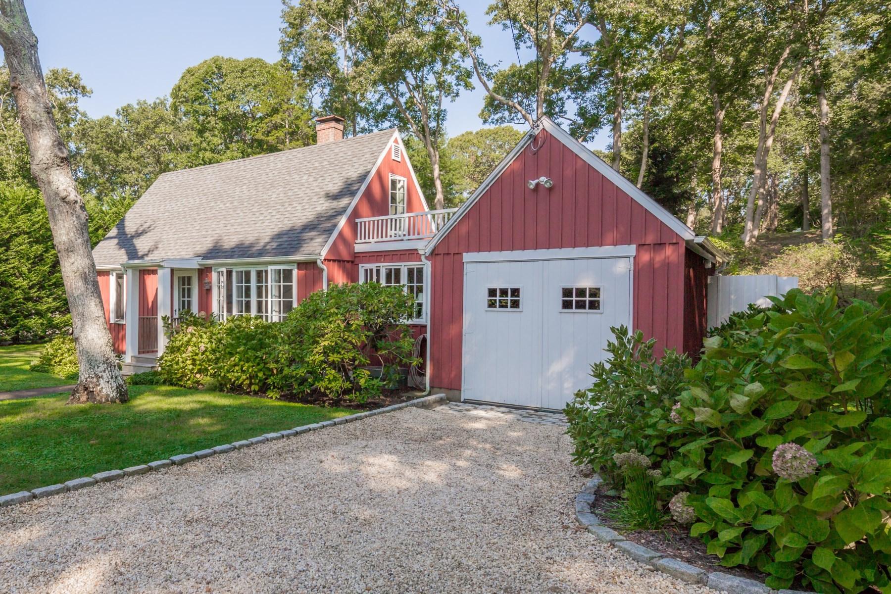 Single Family Home for Rent at Chic North Sea Cottage - Southampton 25 Cove Road North Southampton, New York 11968 United States