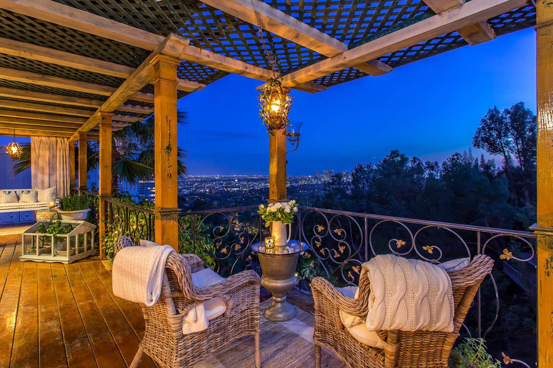 Additional photo for property listing at PRIVATE HOME ON PRESTIGIOUS SIERRA MAR 9396 Sierra Mar Drive Los Angeles, California 90069 United States