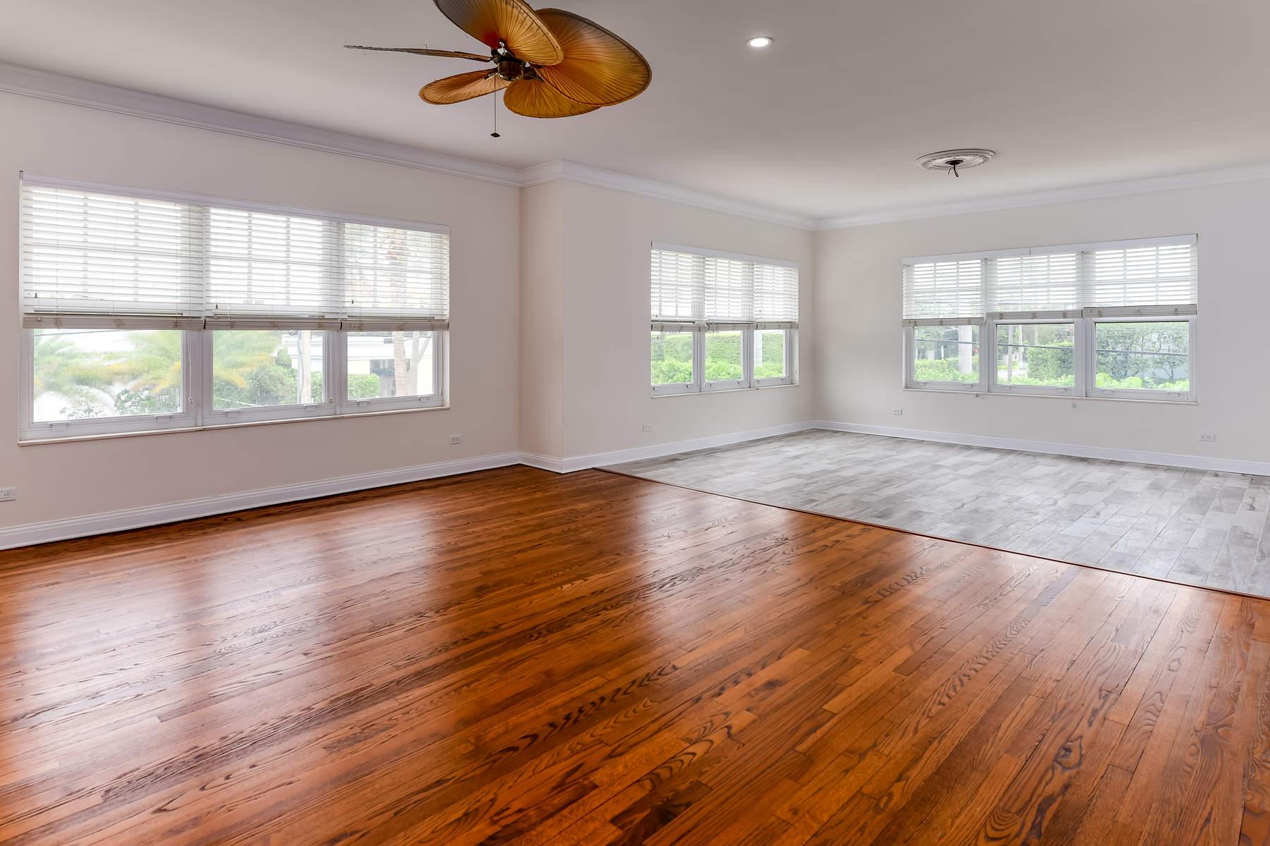 Кондоминиум для того Продажа на Fully Renovated Condo 311 Cocoanut Row 201, Palm Beach, Флорида, 33480 Соединенные Штаты