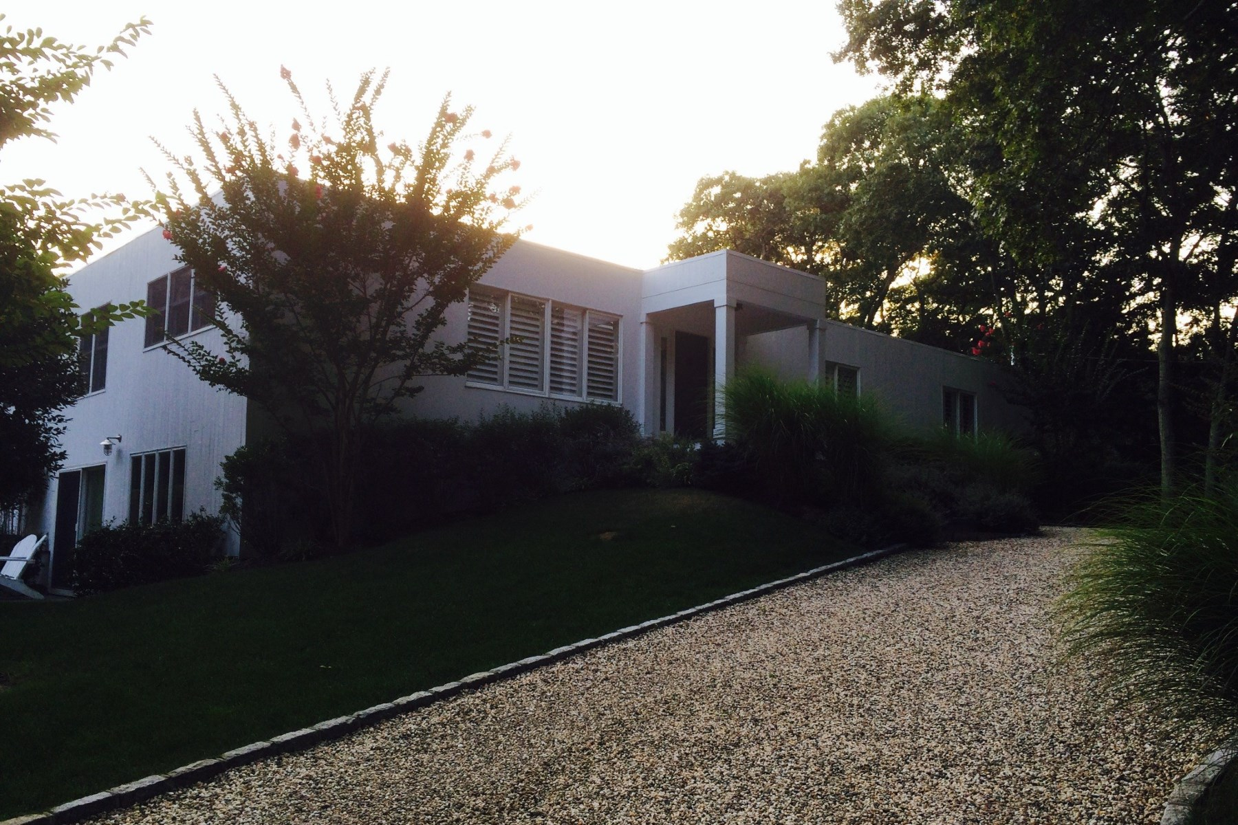 Additional photo for property listing at Bull Path Contemporary wih Tennis  East Hampton, New York 11937 United States
