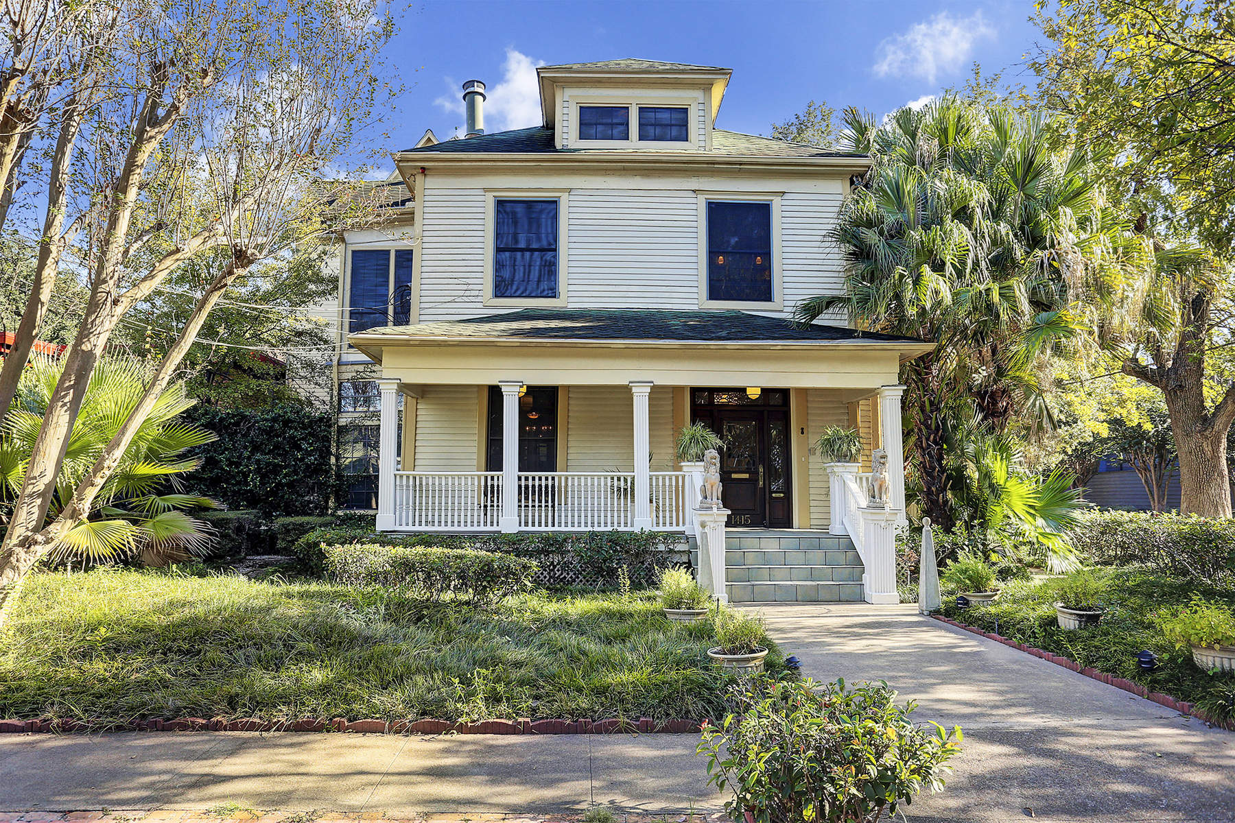 Single Family Home for Sale at 1415 Indiana Street Houston, Texas, 77006 United States