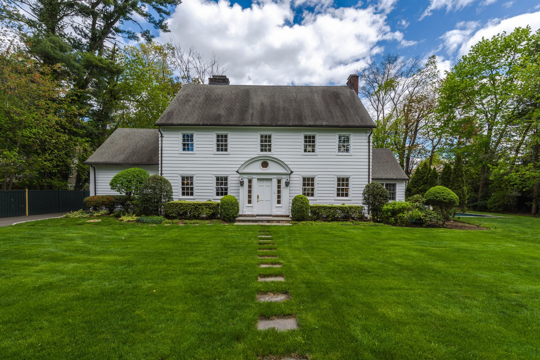 Casa Unifamiliar por un Venta en 569 Indian Field Road Greenwich, Connecticut, 06830 Estados Unidos