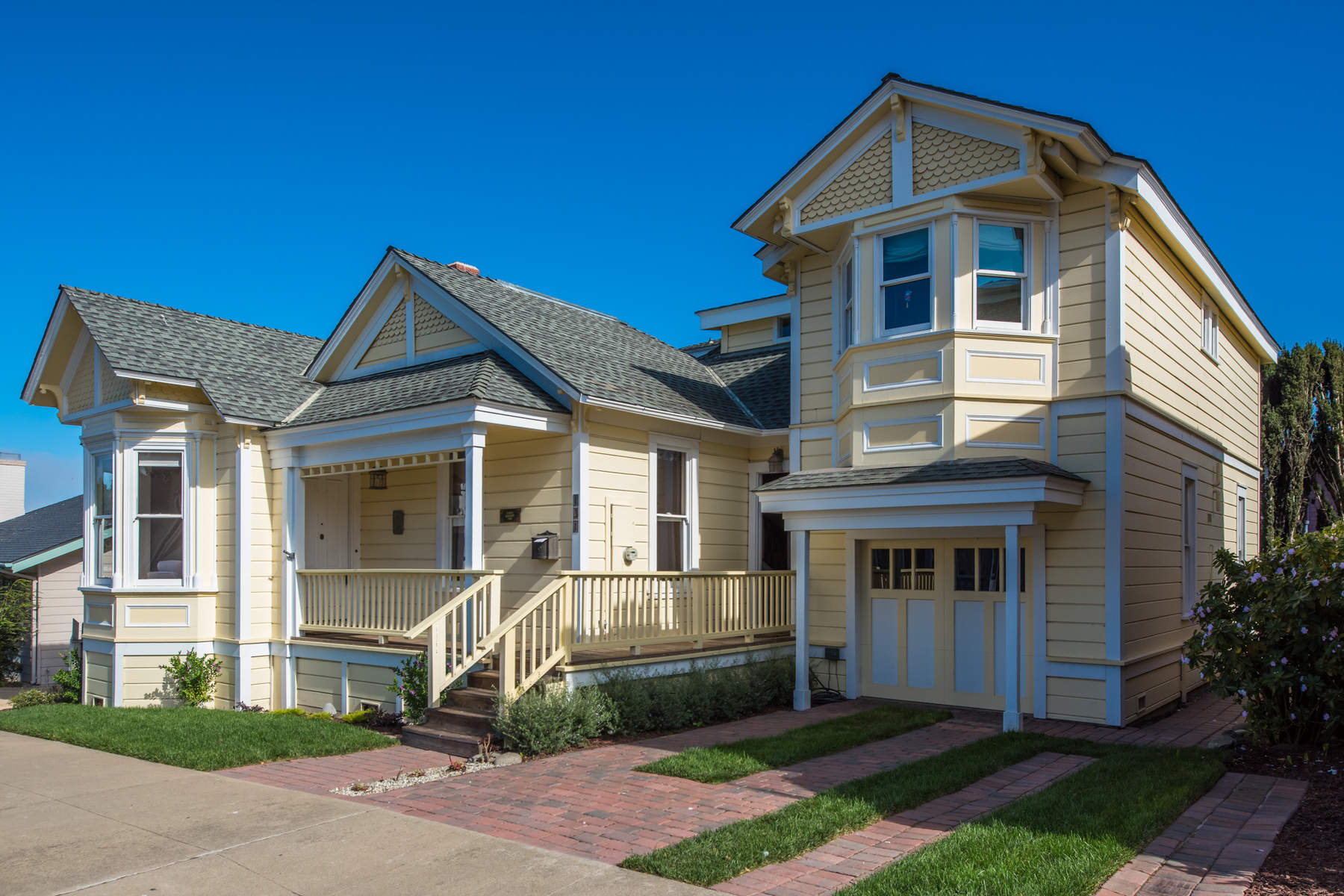 Single Family Home for Sale at Historic Victorian Estate 131 Fountain Avenue Pacific Grove, California 93950 United States