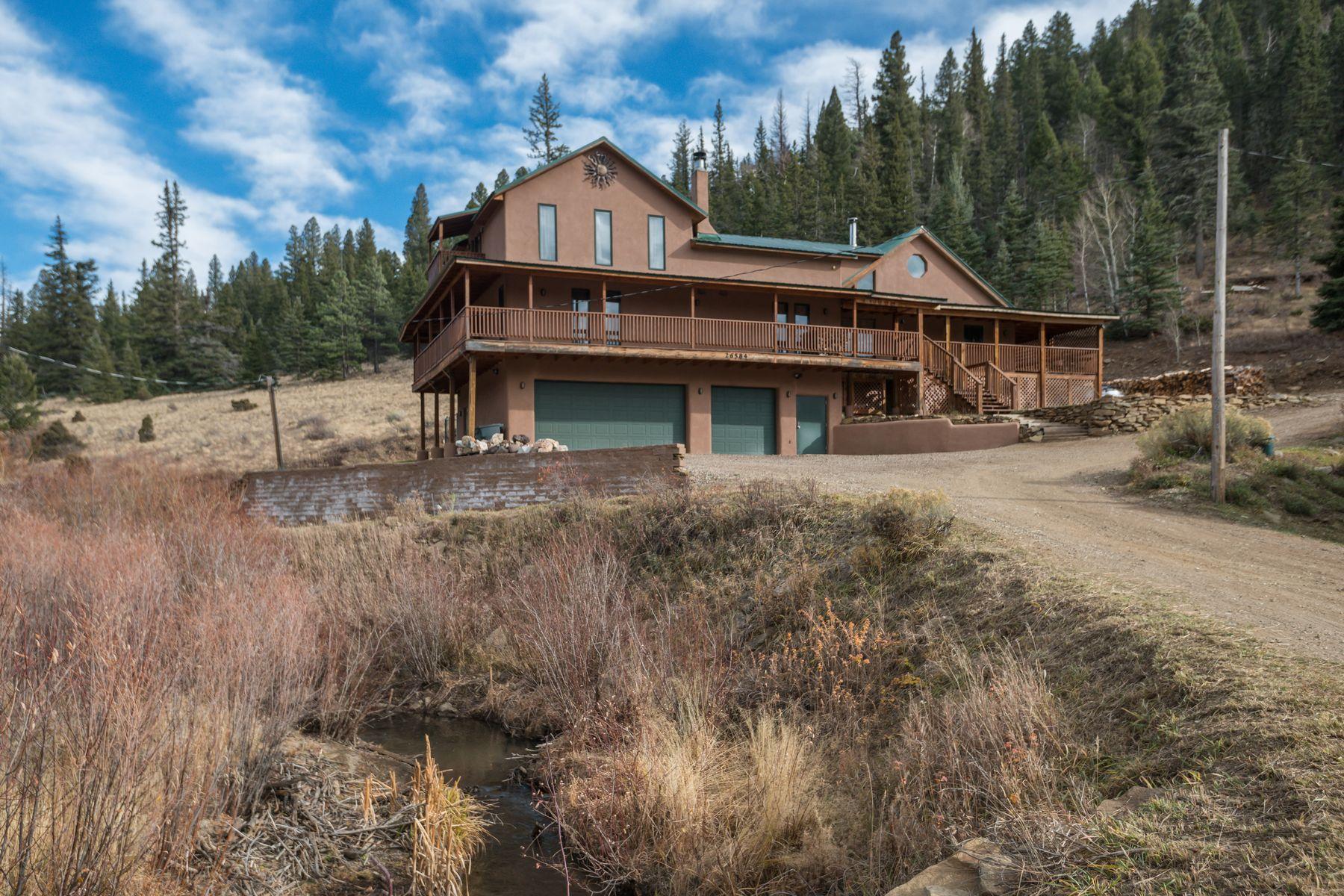 Single Family Homes pour l Vente à 26584 E. Highway 64 26584 E Us Highway 64, Taos, Nouveau-Mexique 87571 États-Unis