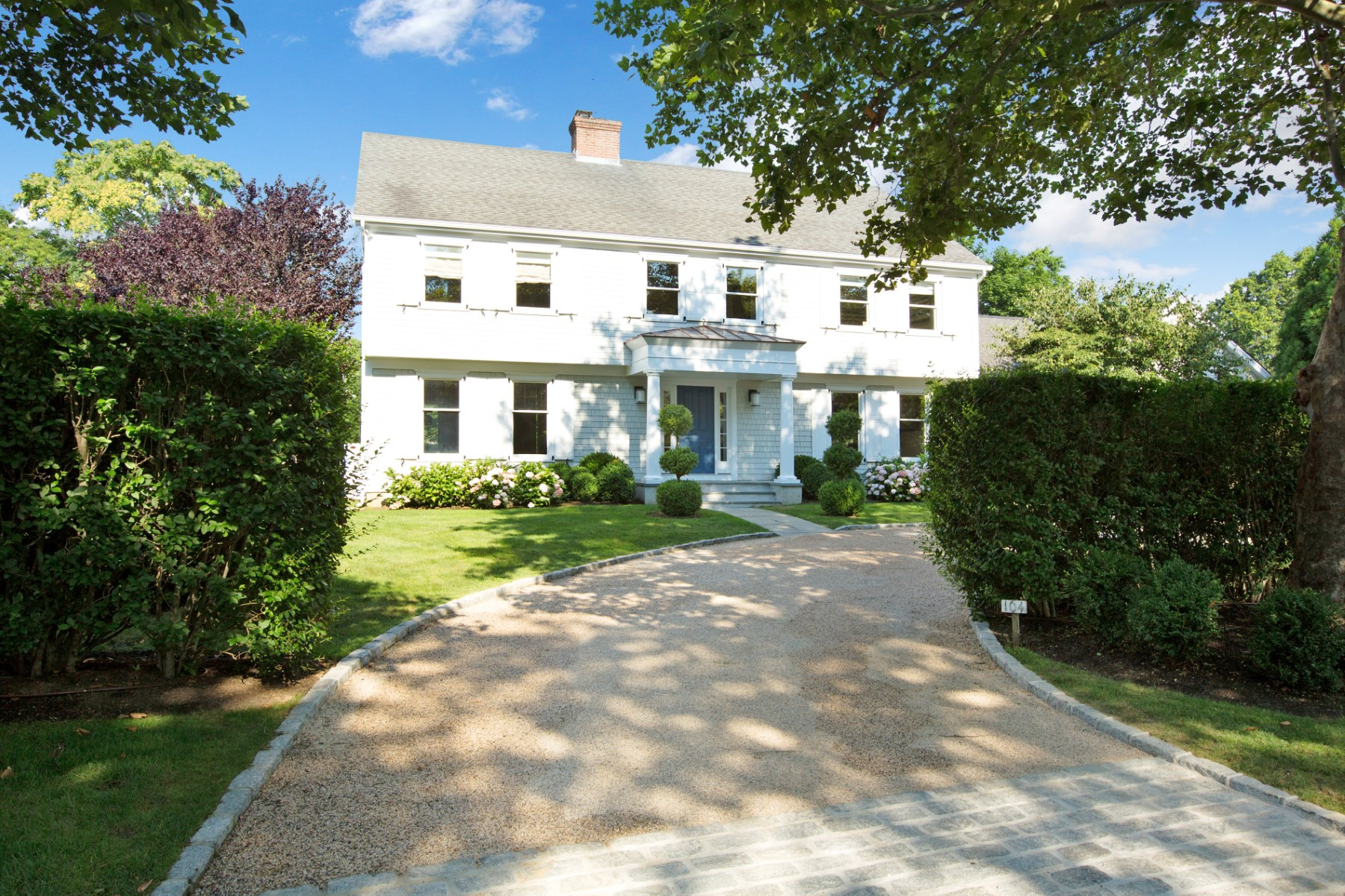 Villa per Vendita alle ore Smart Traditional Home with Pool 104 Harvest Lane Southampton, New York, 11968 Stati Uniti