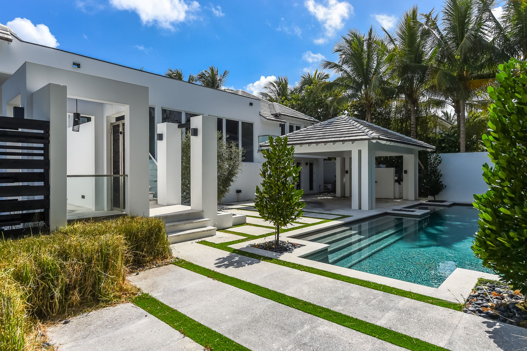 Single Family Home for Active at 1290 N Ocean Blvd 1290 N Ocean Blvd Palm Beach, Florida 33480 United States
