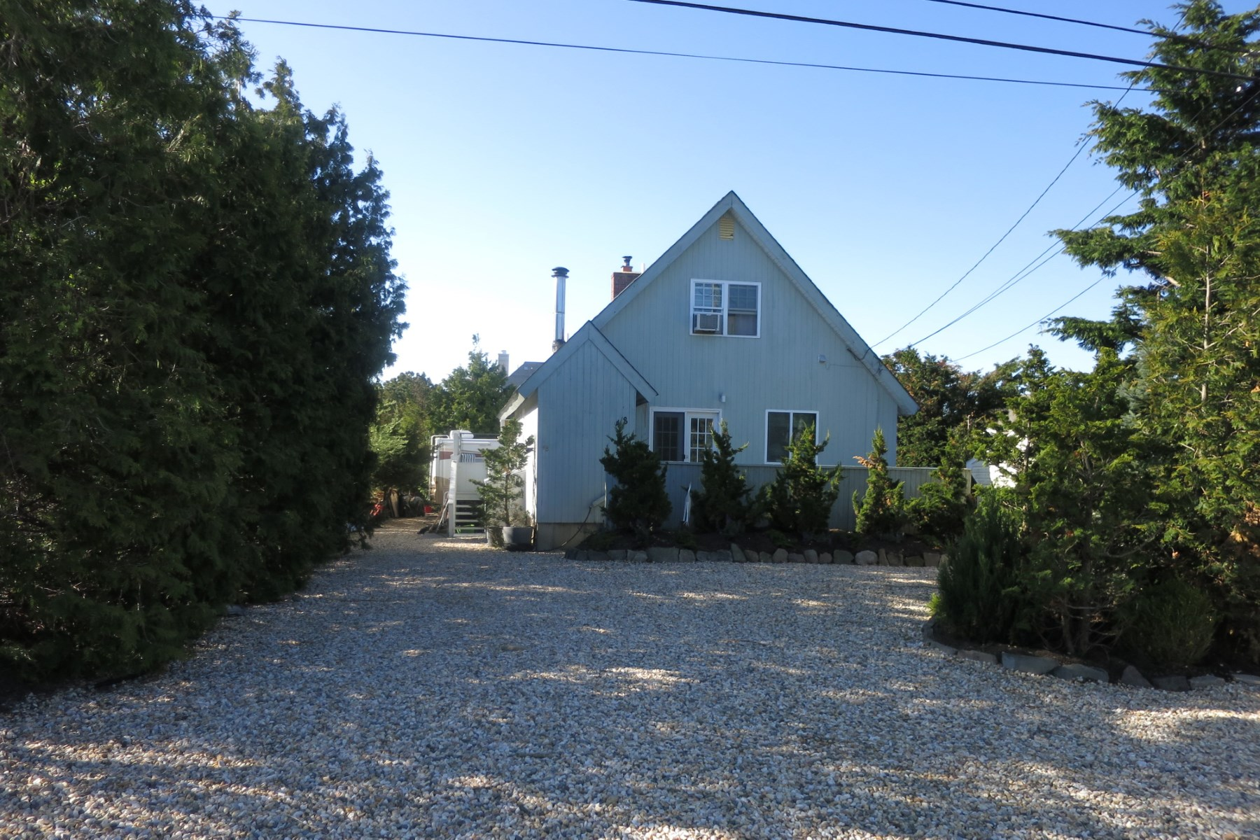 Single Family Home for Rent at Beach Cottage 48 Leeton Road Amagansett, New York 11930 United States