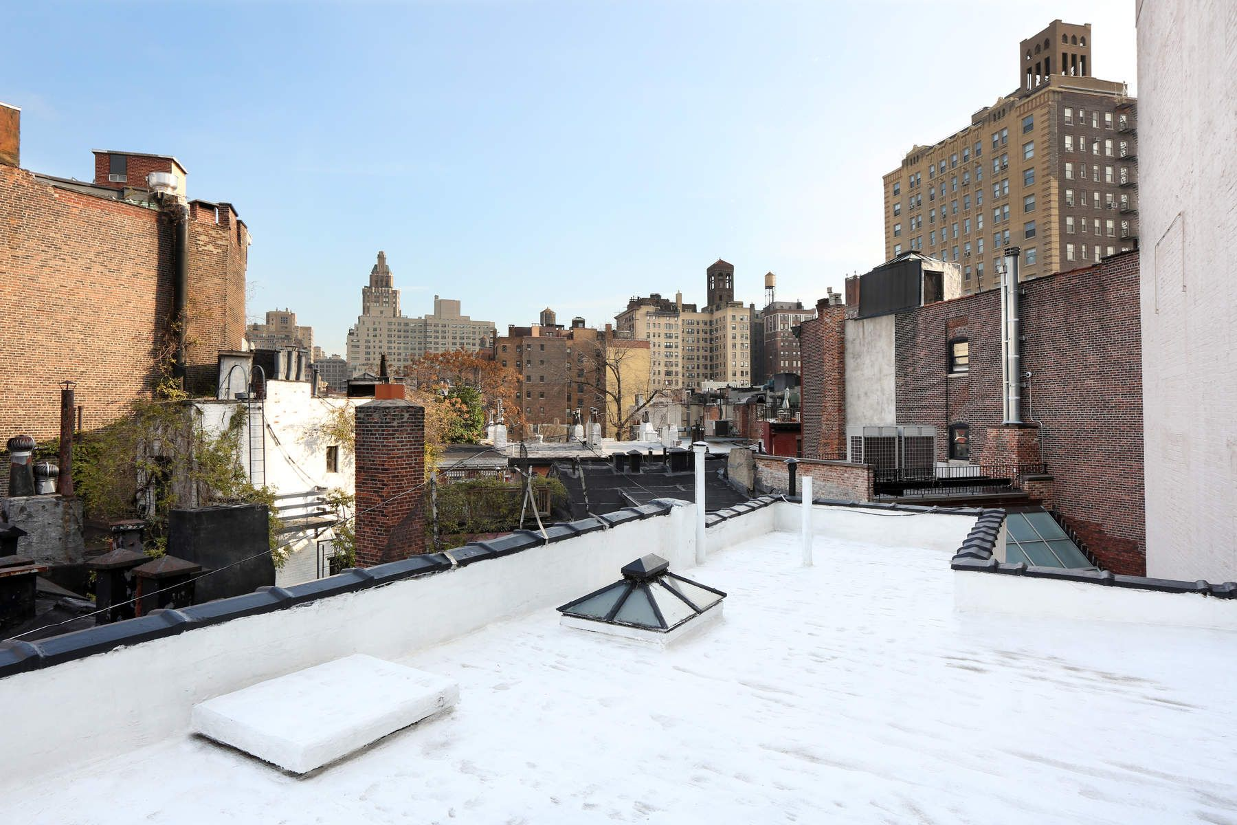 Additional photo for property listing at 22 Christopher Street 22 Christopher Street New York, New York 10014 United States