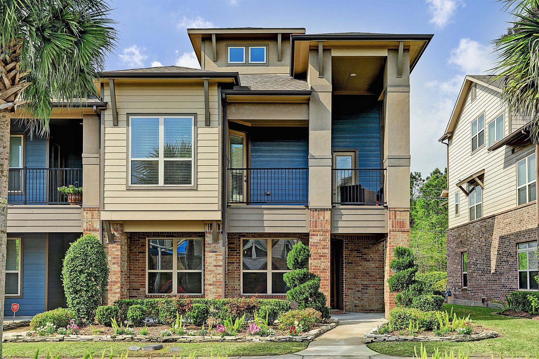 townhouses for Active at 711 Via Lago Webster, Texas 77598 United States