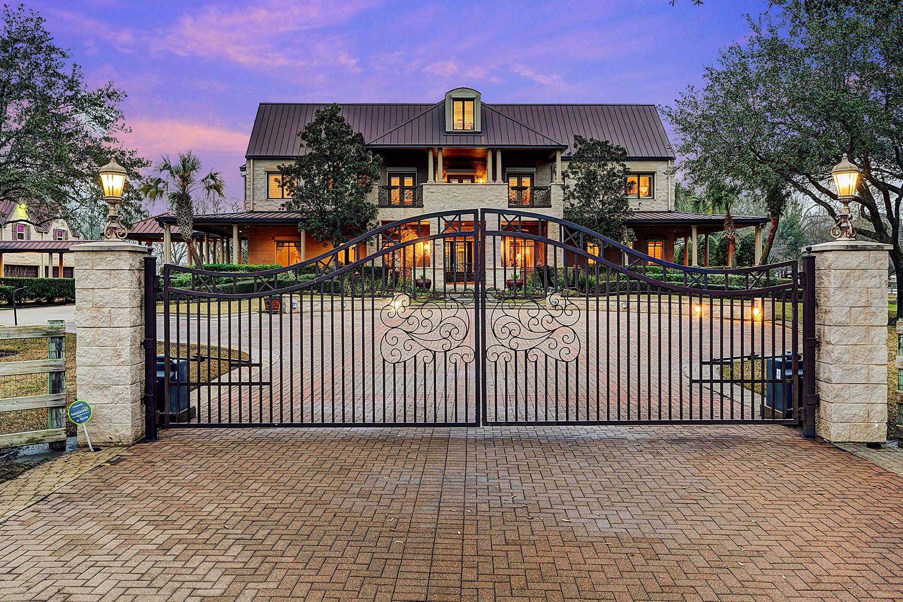 واحد منزل الأسرة للـ Sale في 2306 Sierra Madre Street Friendswood, Texas, 77546 United States