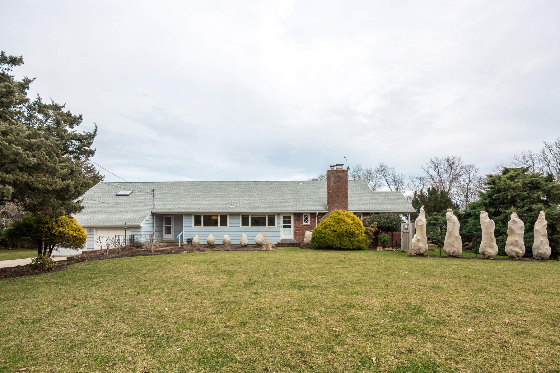 Single Family Home for Rent at Panoramic Views Of Gardiners Bay 207 Kings Point Road East Hampton, New York 11937 United States
