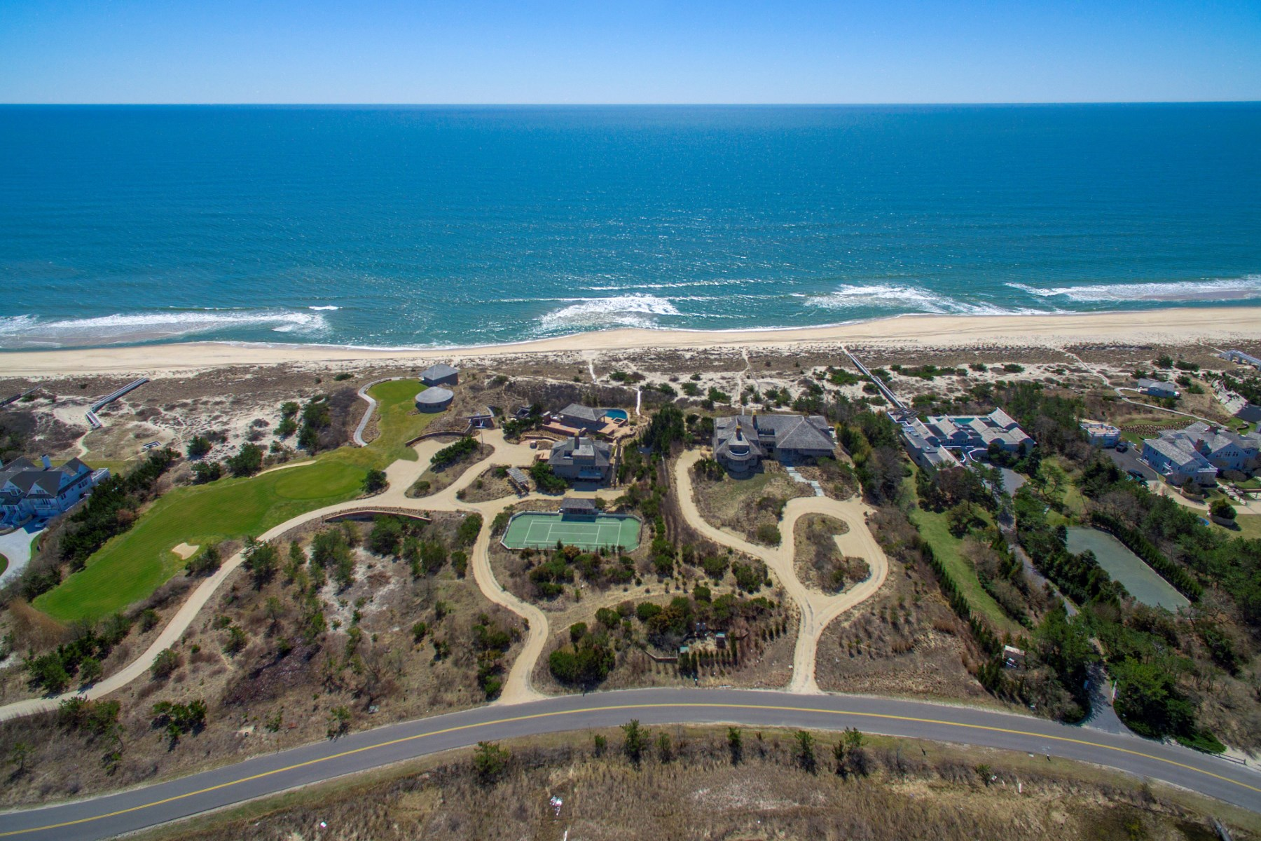 Additional photo for property listing at Meadow Lane Oceanfront Like No Other  Southampton, New York 11968 Förenta staterna