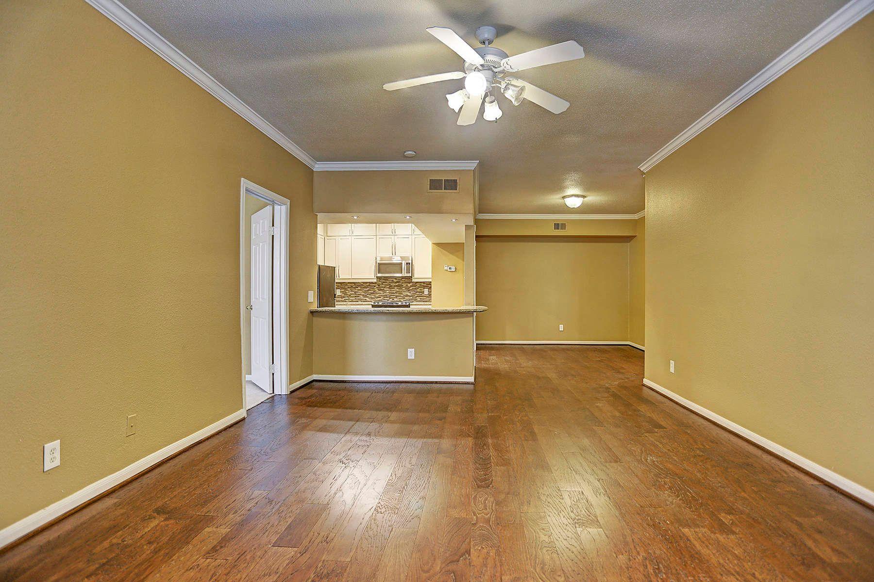 Кондоминиум для того Продажа на 2255 Braeswood Park Drive 2255 Braeswood Park Drive Unit 173, Houston, Техас, 77030 Соединенные Штаты