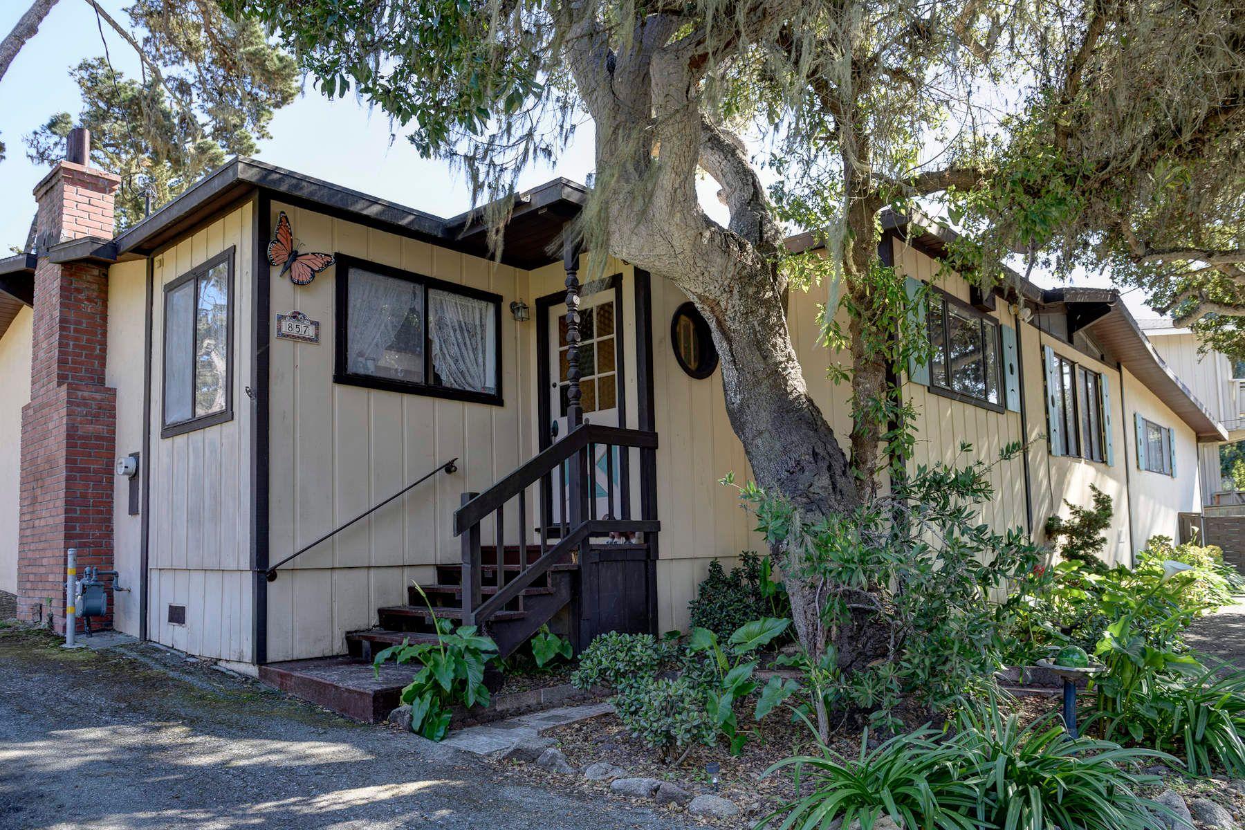 단독 가정 주택 용 매매 에 Grove Acre Home 857 Grove Acre Avenue, Pacific Grove, 캘리포니아, 93950 미국
