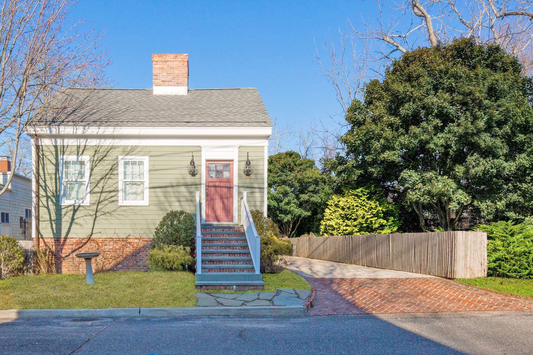 独户住宅 为 销售 在 Village Home Overlooking Reserve 48 Garden Street, Sag Harbor Village, 萨格港, 纽约州, 11963 美国