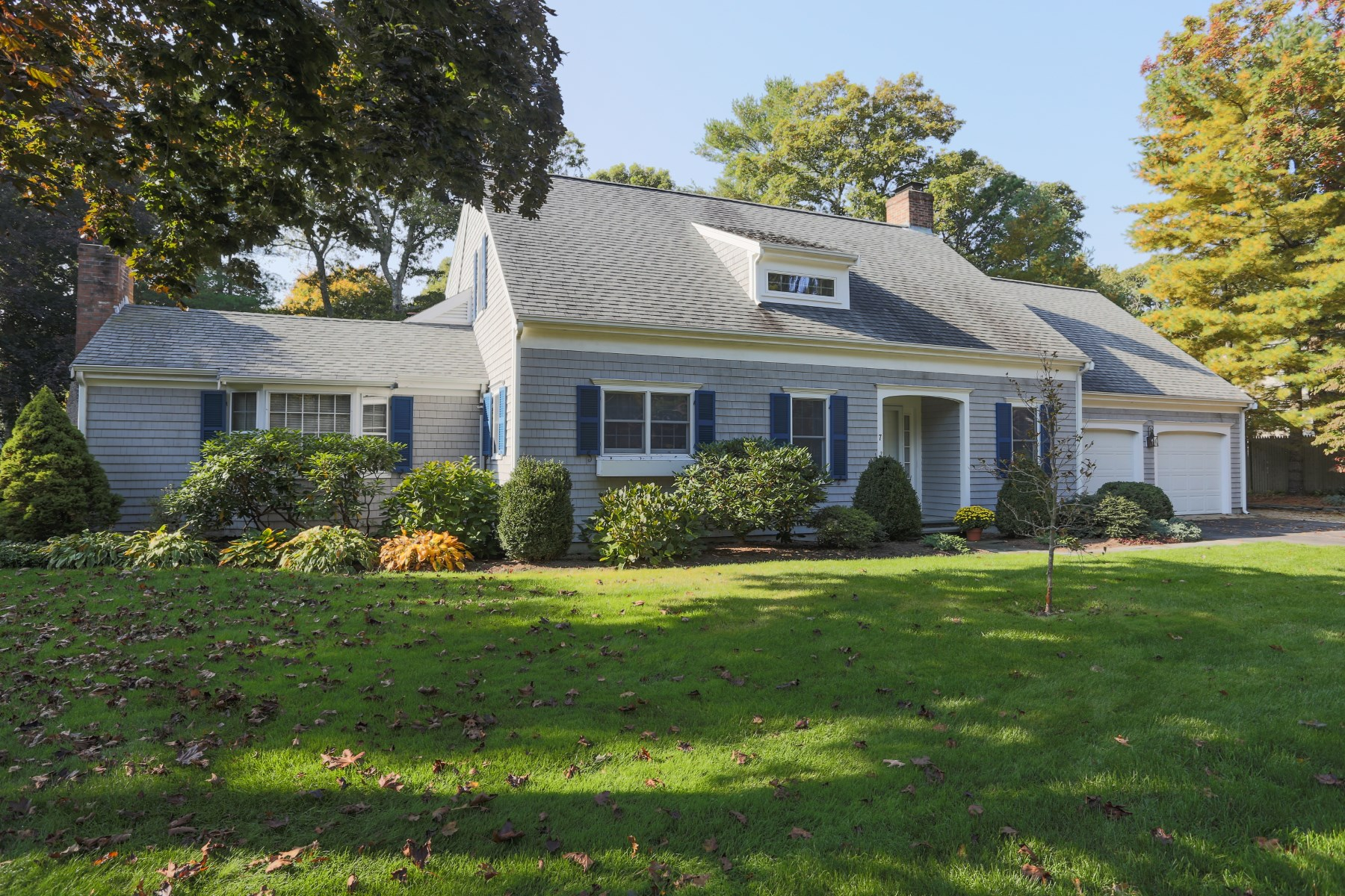 Single Family Home for Sale at 7 Mayflower Lane, Osterville, MA Osterville, Massachusetts, 02655 United States