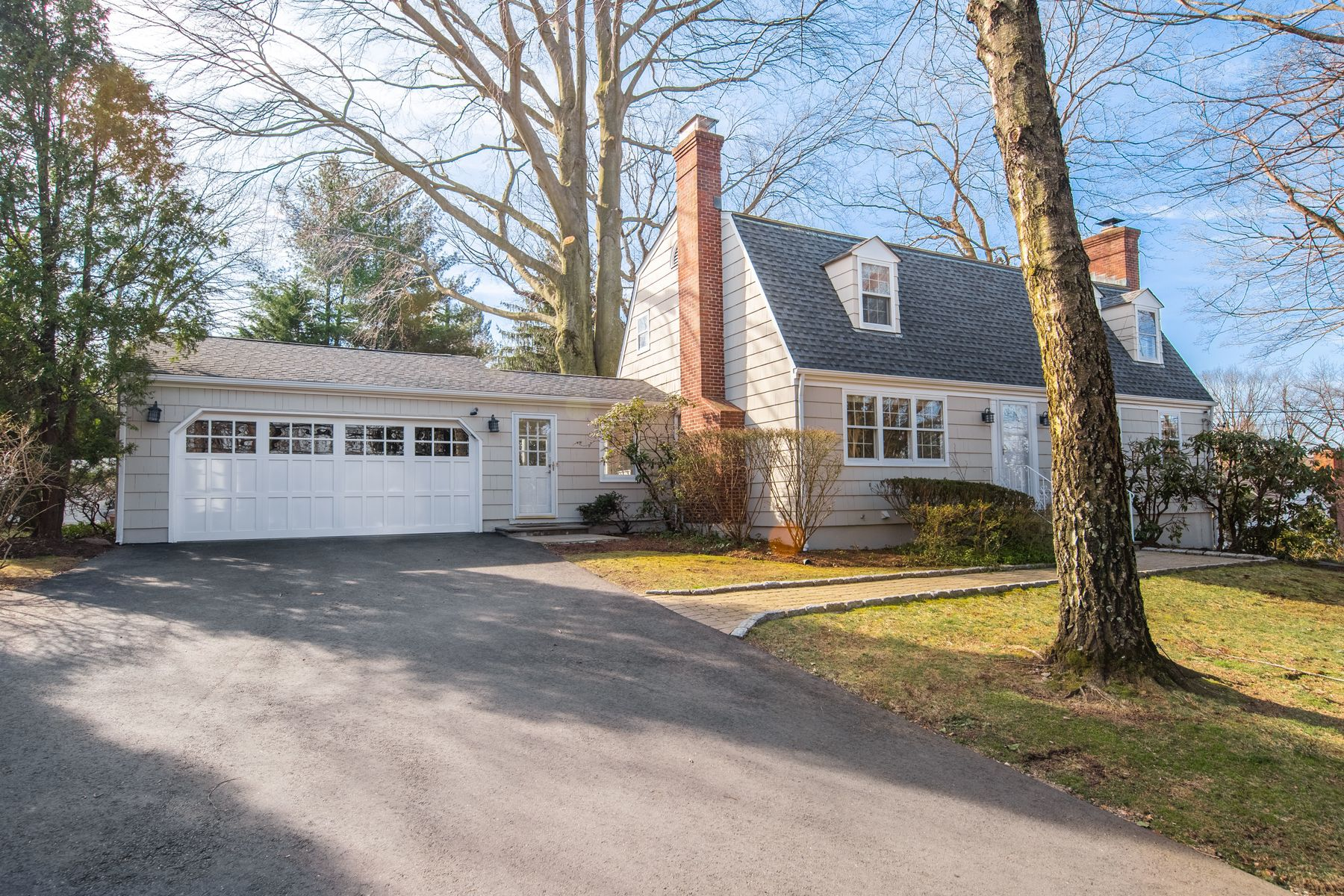 Single Family Homes のために 売買 アット Transformed and Updated 240 Palmer Hill Road, Old Greenwich, コネチカット 06870 アメリカ