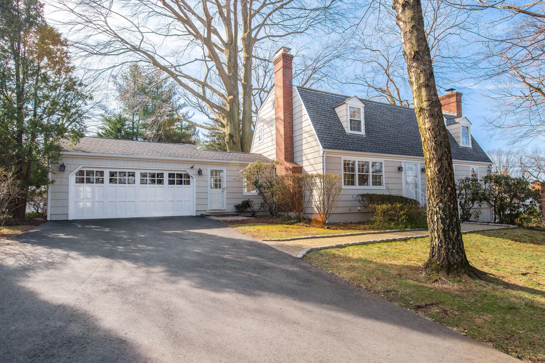 Single Family Homes для того Продажа на Transformed and Updated 240 Palmer Hill Road, Old Greenwich, Коннектикут 06870 Соединенные Штаты