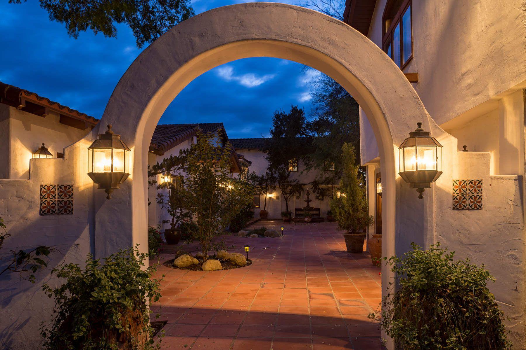 Granjas / Hacienda / Platanción por un Venta en California Colonial 1240 Cougar Ridge Road Buellton, California 93427 Estados Unidos