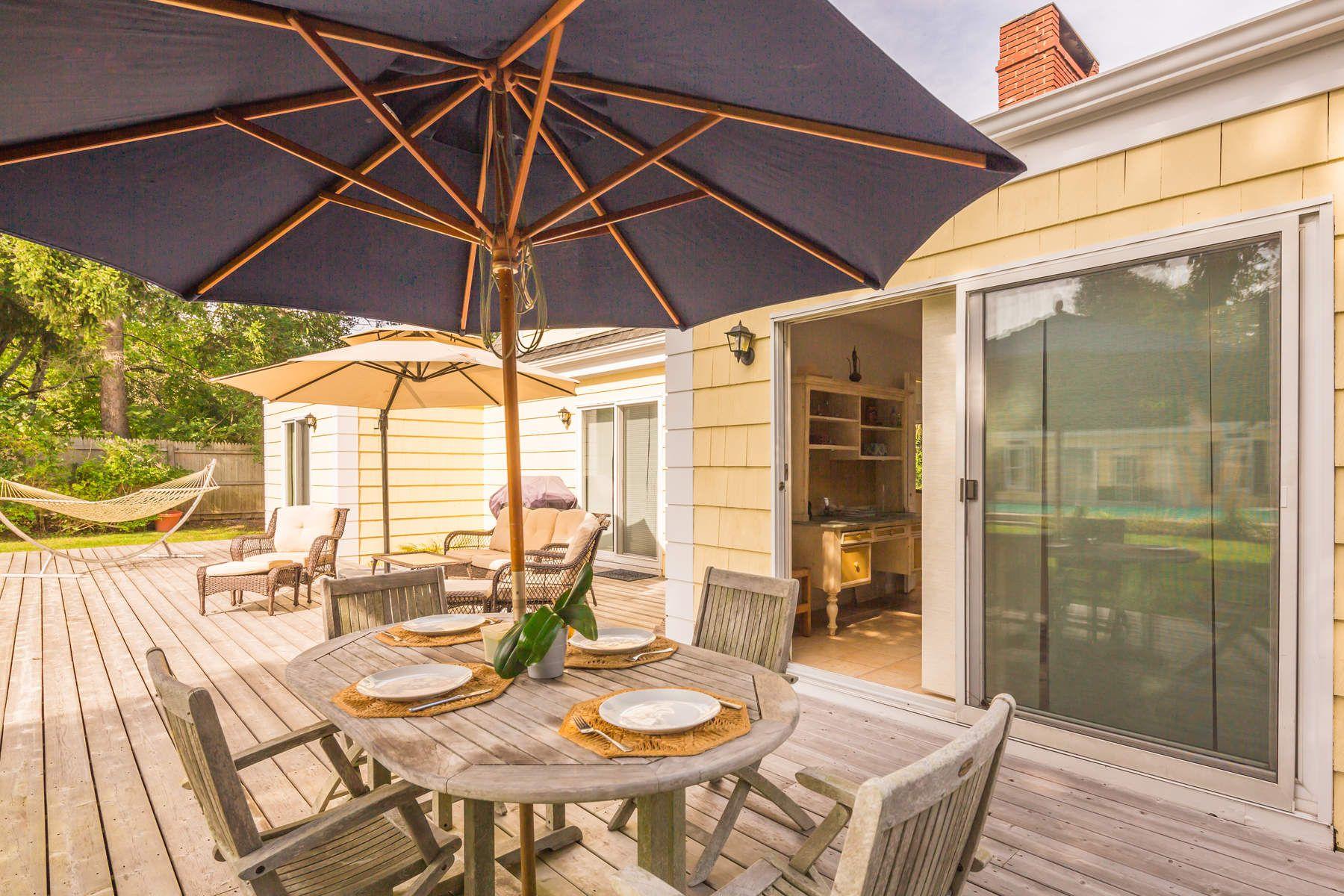 独户住宅 为 销售 在 Lovely Southampton Village Home 111 Old Town Road, 南安普敦, 纽约州, 11968 美国