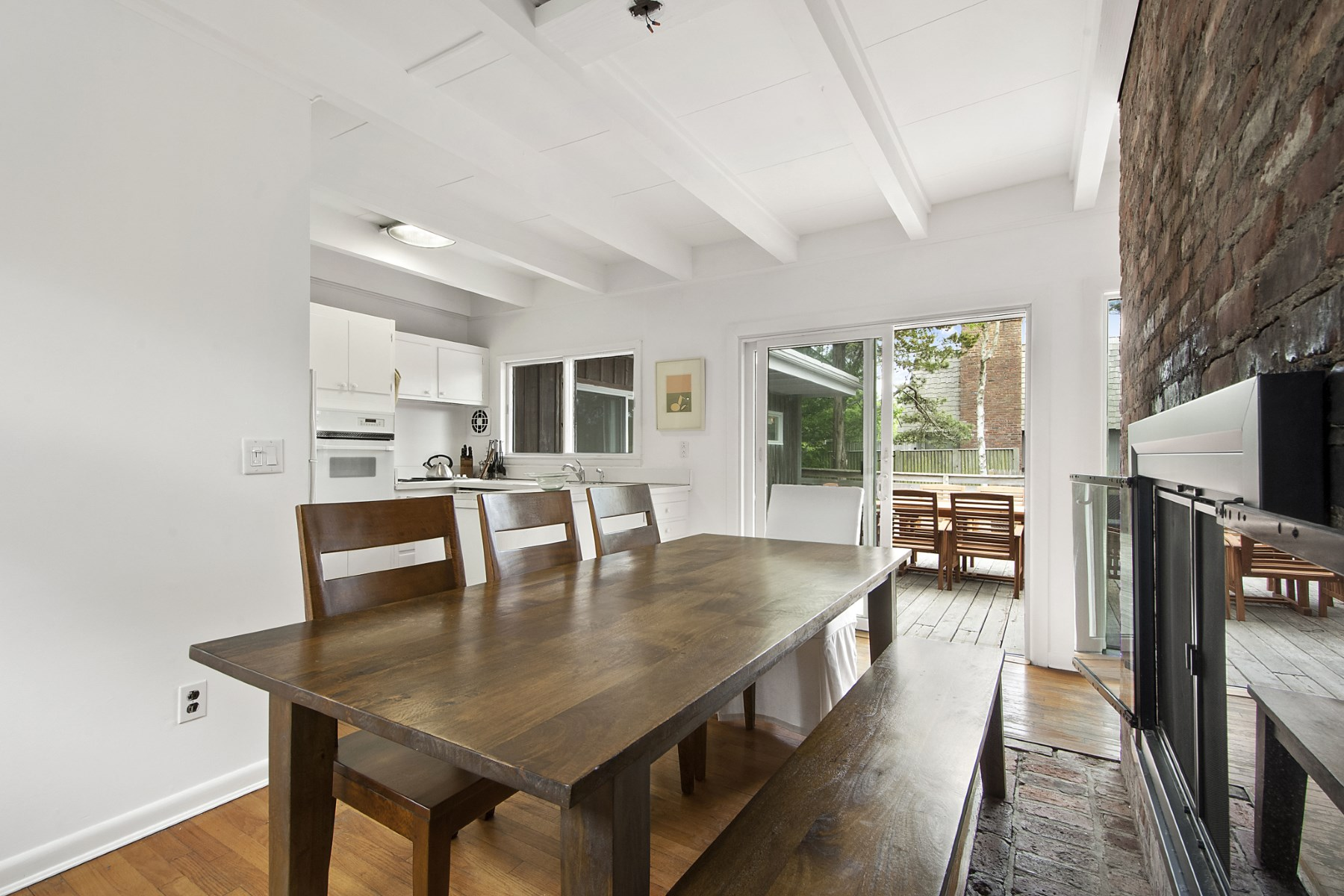 Additional photo for property listing at Newly Renovated in the Dunes  Amagansett, New York 11930 United States