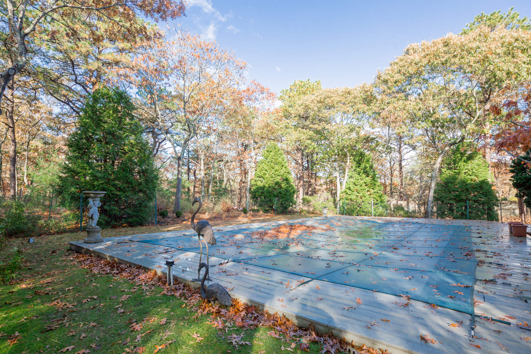 Additional photo for property listing at Private Wainscott Traditional  Wainscott, New York 11975 United States