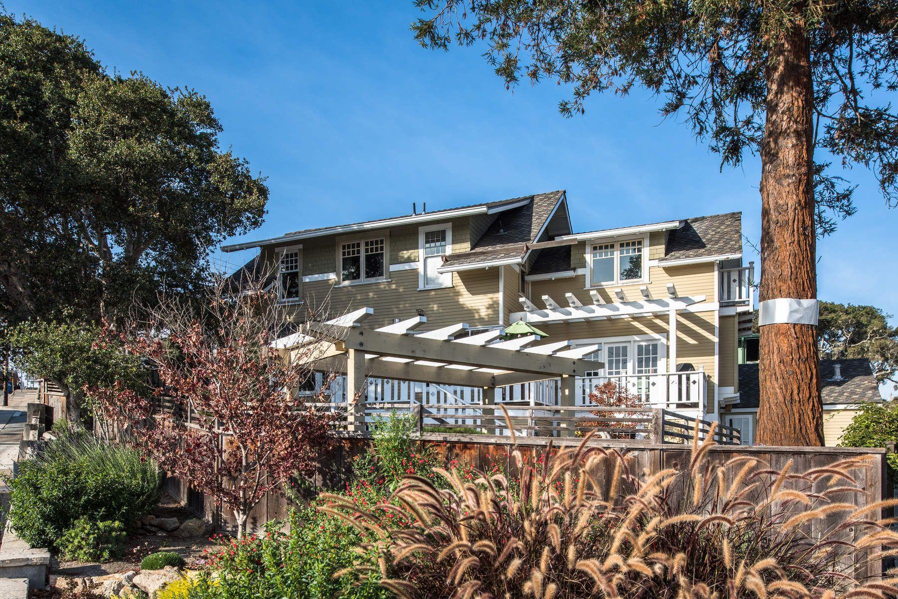 Частный односемейный дом для того Продажа на Ocean View Home 212 Eardley Avenue, Pacific Grove, Калифорния, 93950 Соединенные Штаты