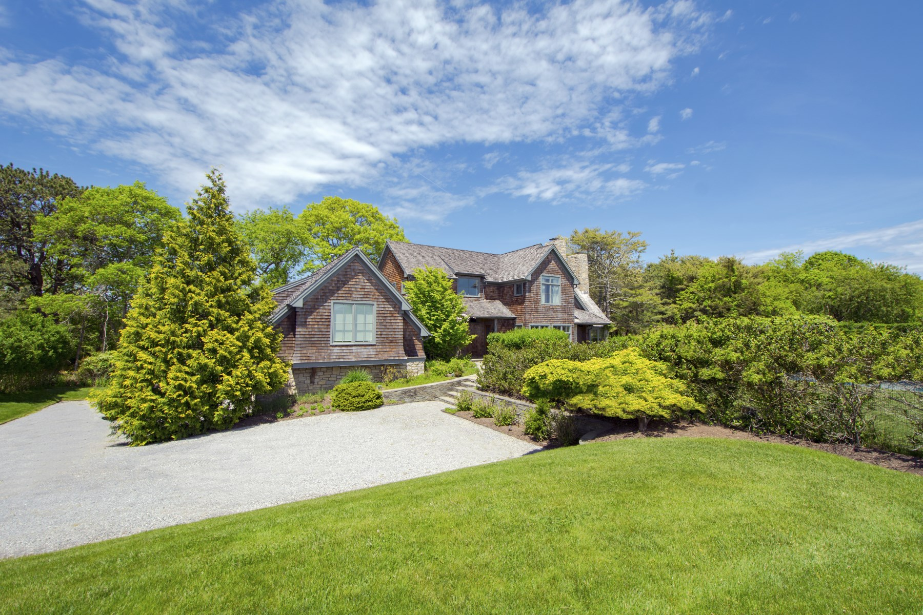 Additional photo for property listing at Beautiful Water Mill Farmhouse with Pool 111 Seven Ponds Road, Water Mill, New York 11976 United States