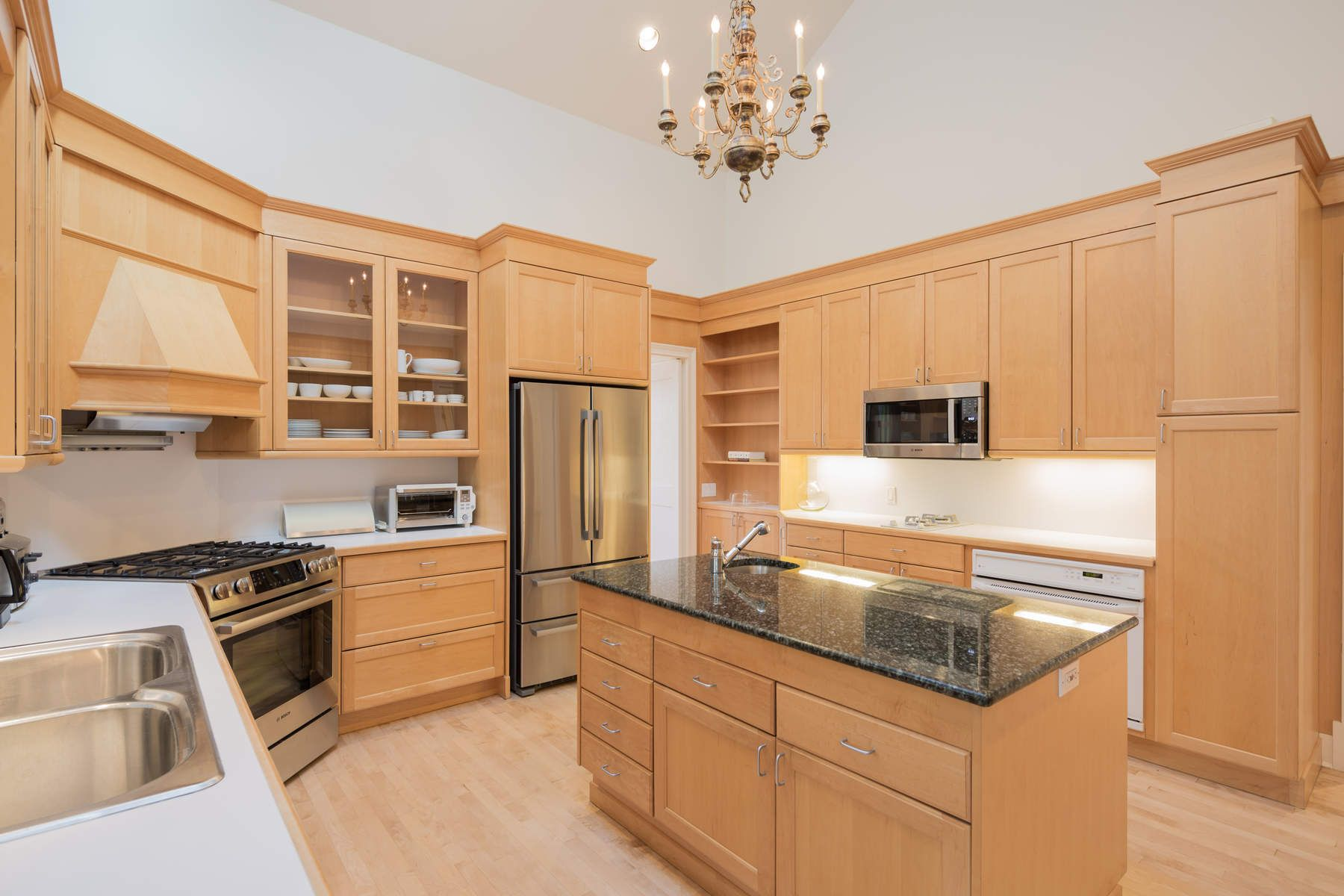 Additional photo for property listing at Stylish Village Fringe Contemporary 6 Clover Leaf Lane East Hampton, New York 11937 United States