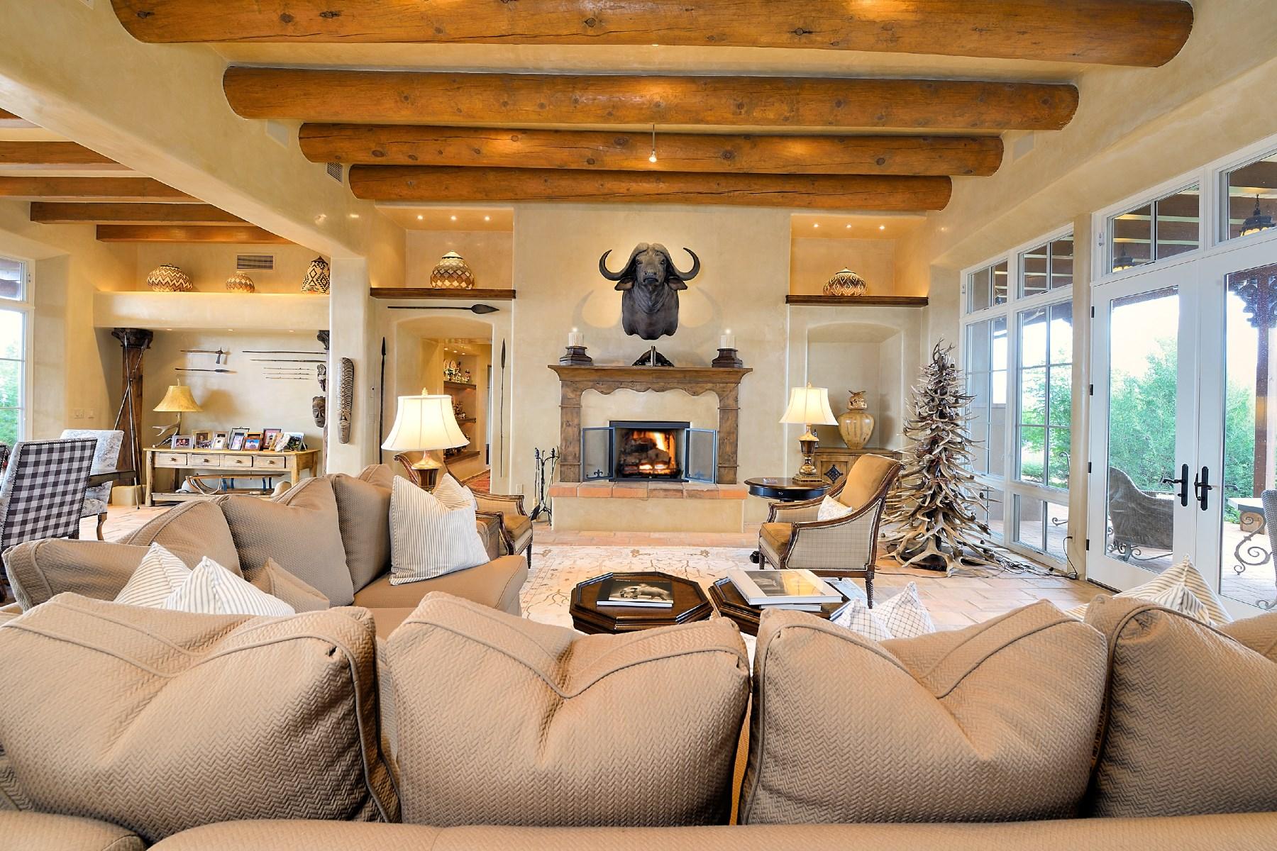 Maison unifamiliale pour l Vente à 11 Camino del Alba Santa Fe, New Mexico, 87506 États-Unis